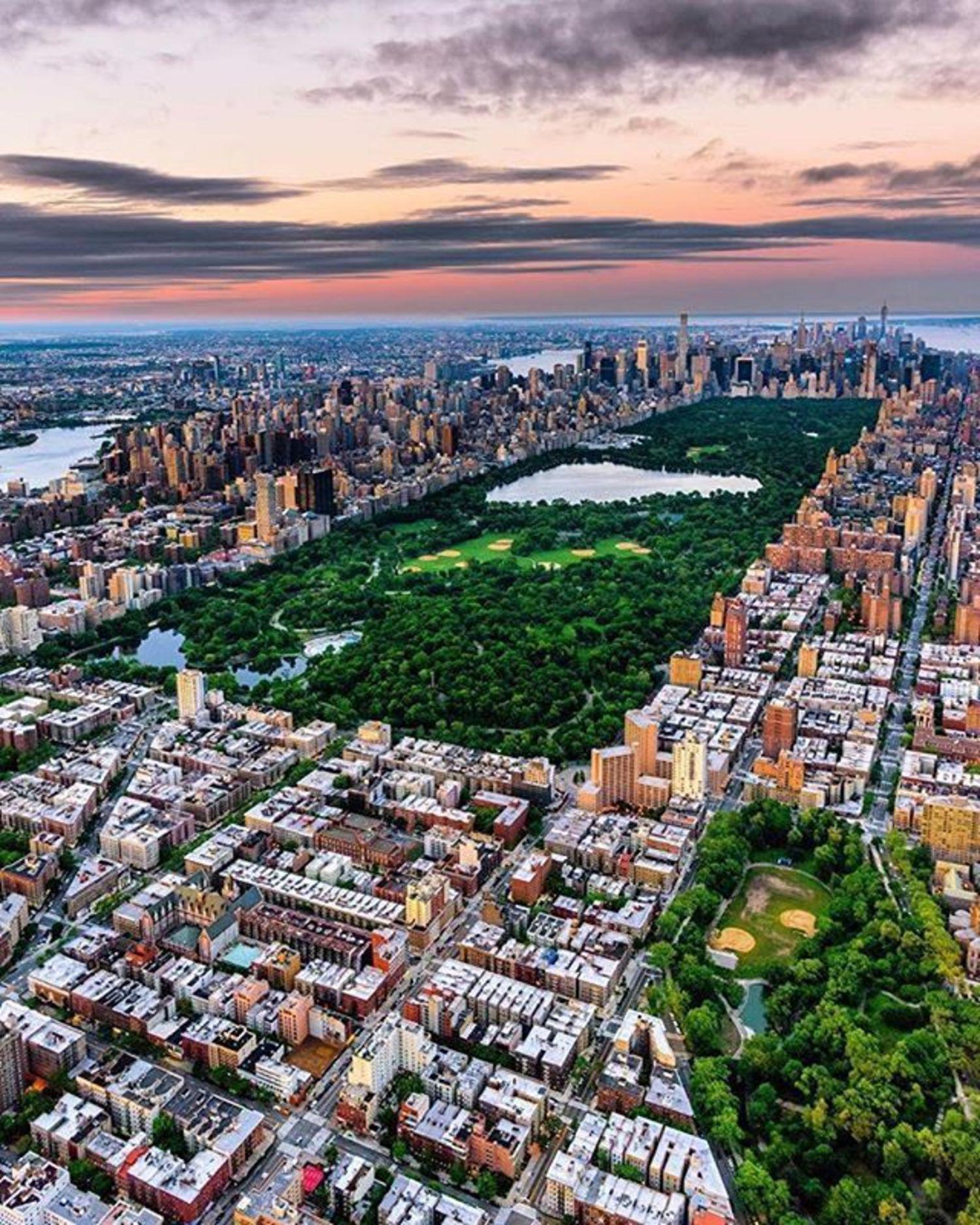 New York, New York. Photo via @killianmoore #viewingnyc #newyorkcity #newyork