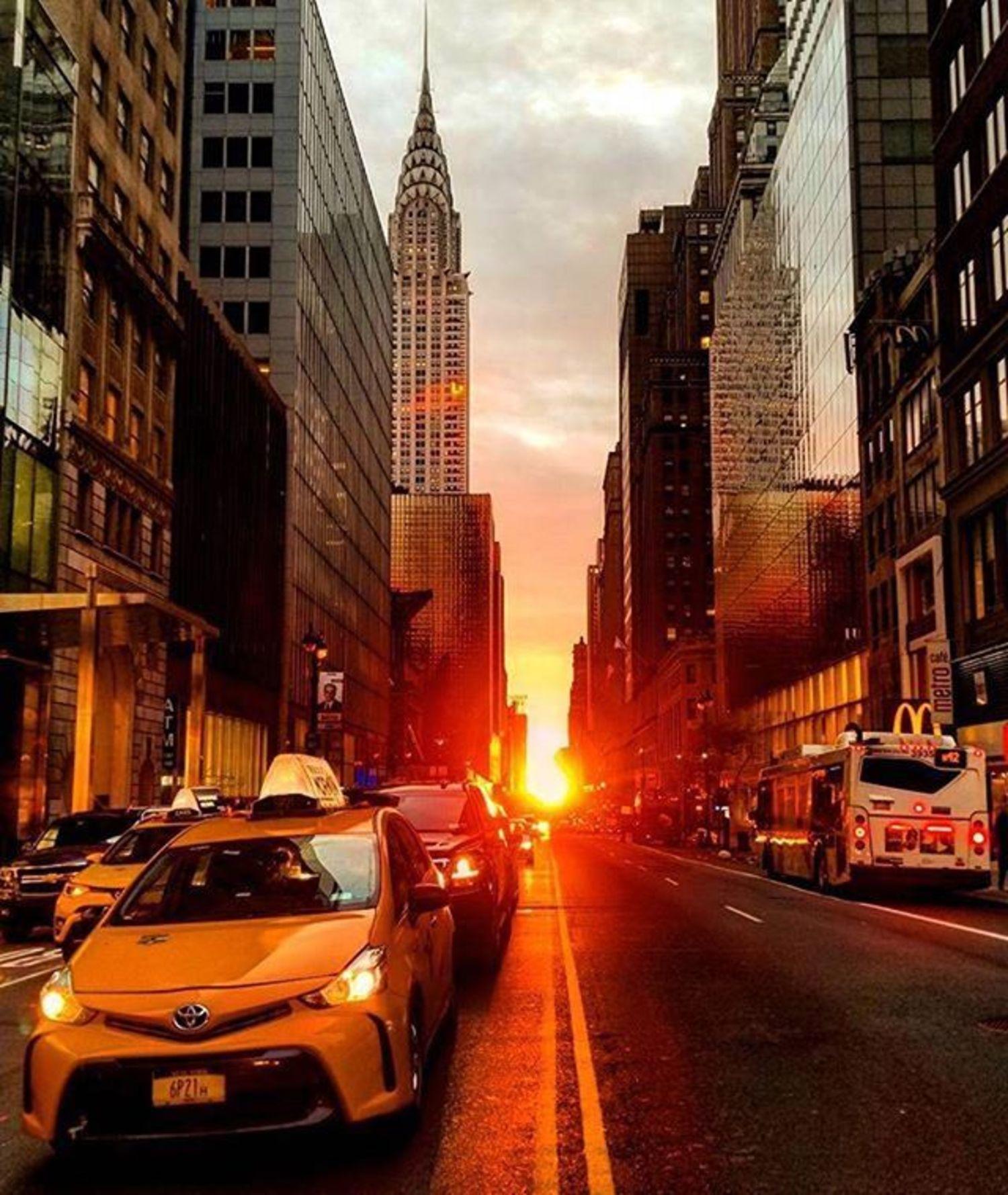 Sunrise on 42nd St. New York, New York. Photo via @qwqw7575 #viewingnyc #newyork #newyorkcity #nyc