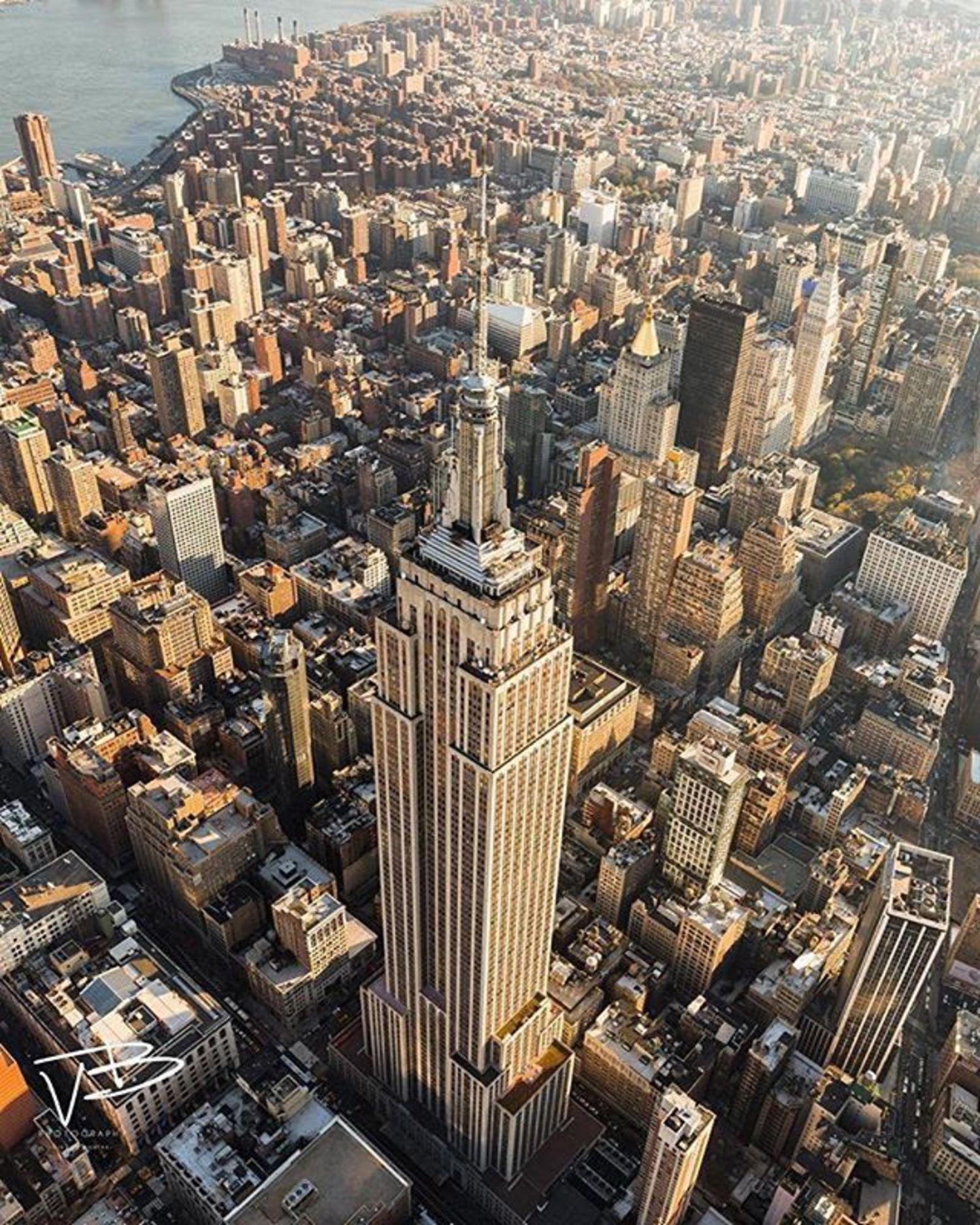 Empire State Building, New York, New York. Photo via @vikvik7 #viewingnyc #newyorkcity #newyork  #nyc
