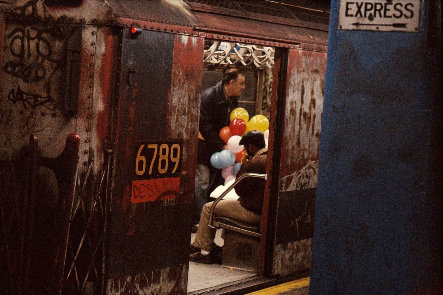 Balloons in the Subway, Frank Horvat, 1984