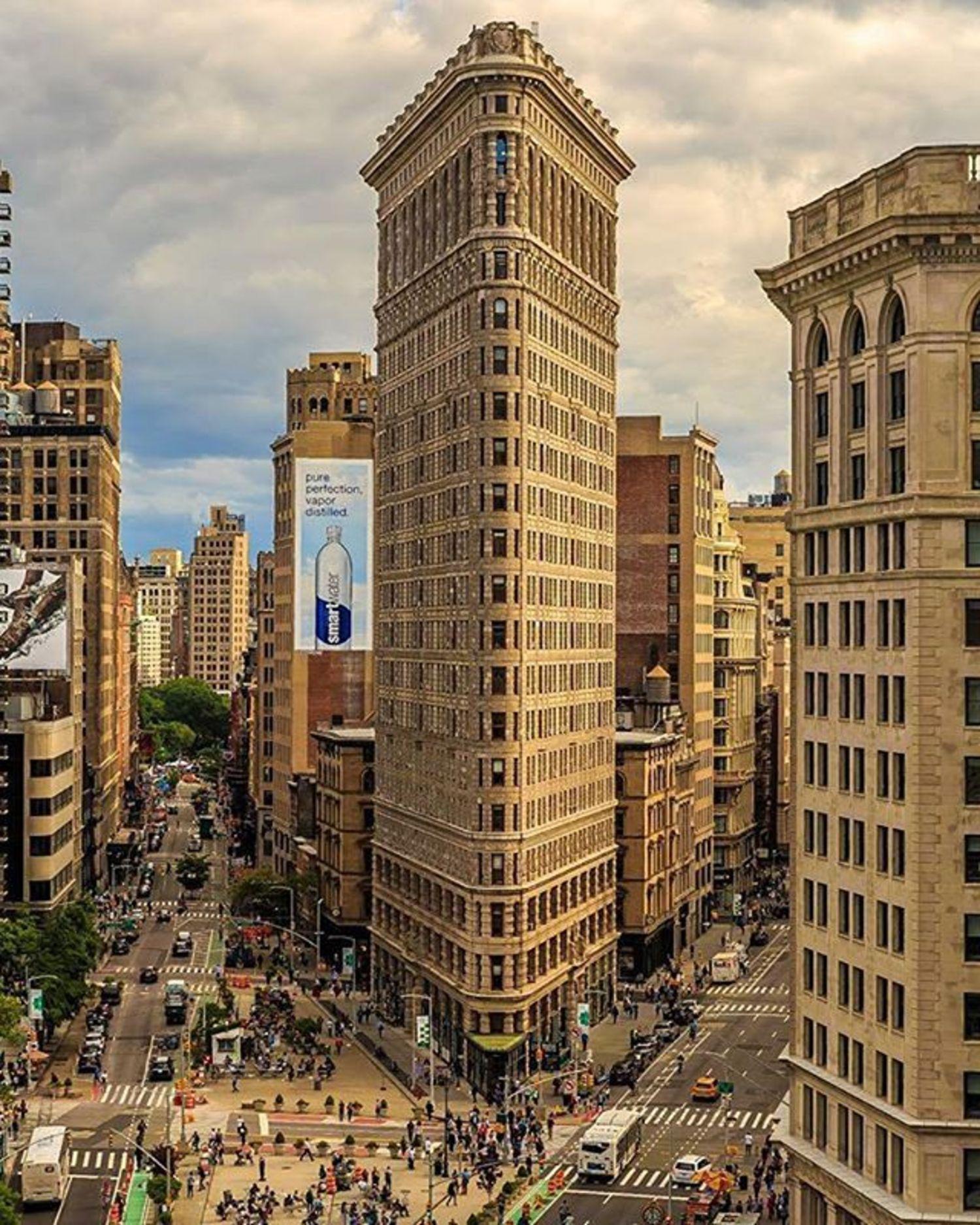 Flatiron Building, New York. Photo via @killahwave #viewingnyc