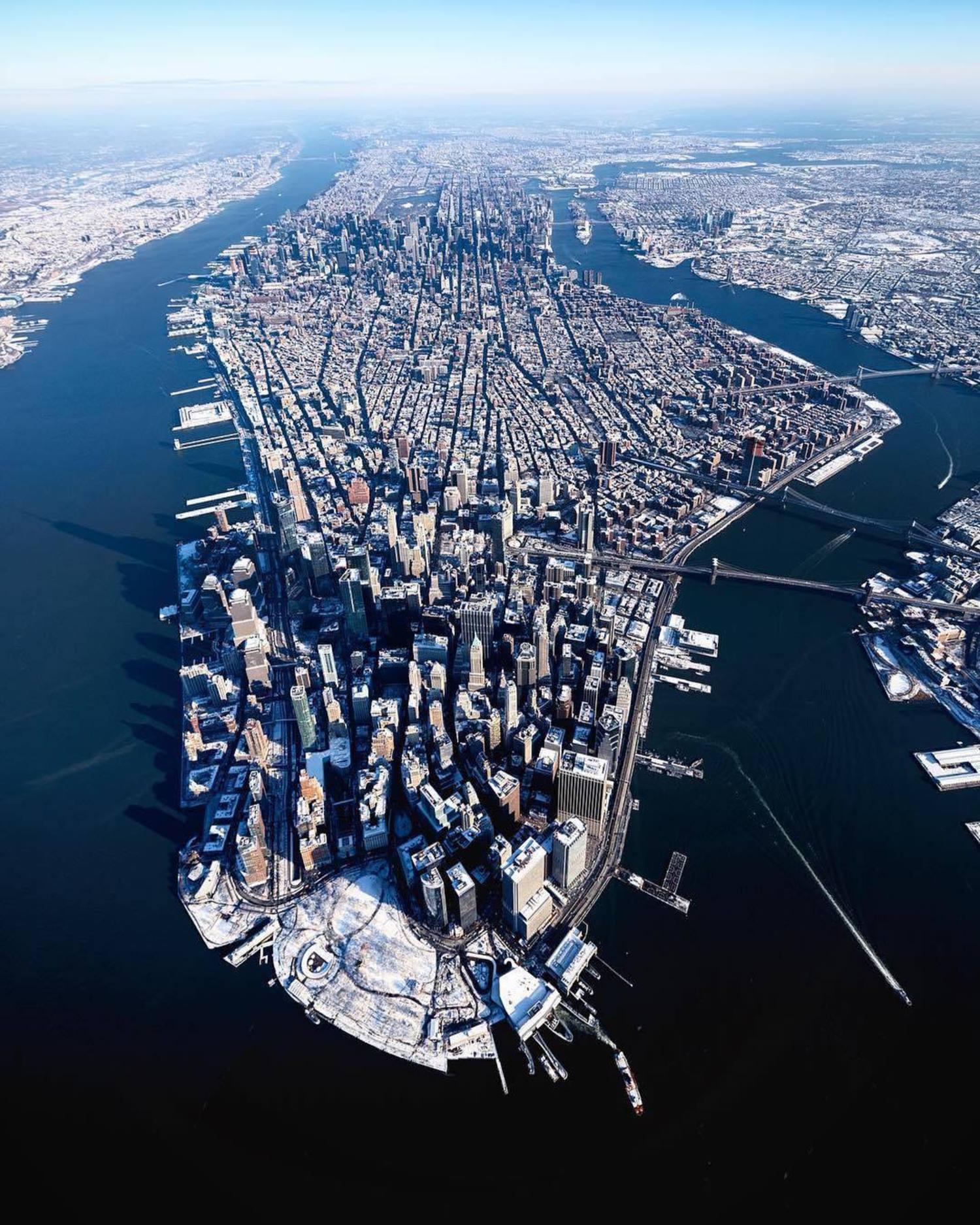 New York, New York. 📸 @beholdingeye #viewingnyc #nyc #newyork #newyorkcity #snow