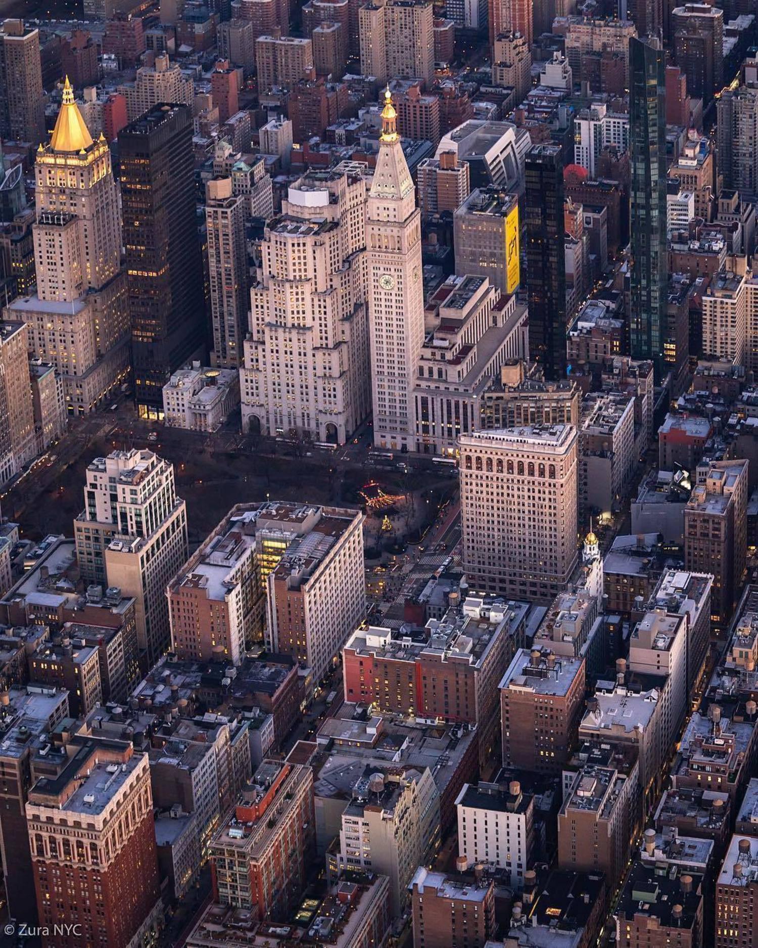 Flatiron District, Manhattan. Photo via @zura.nyc #viewingnyc #newyork #newyorkcity #nyc #flatirondistrict