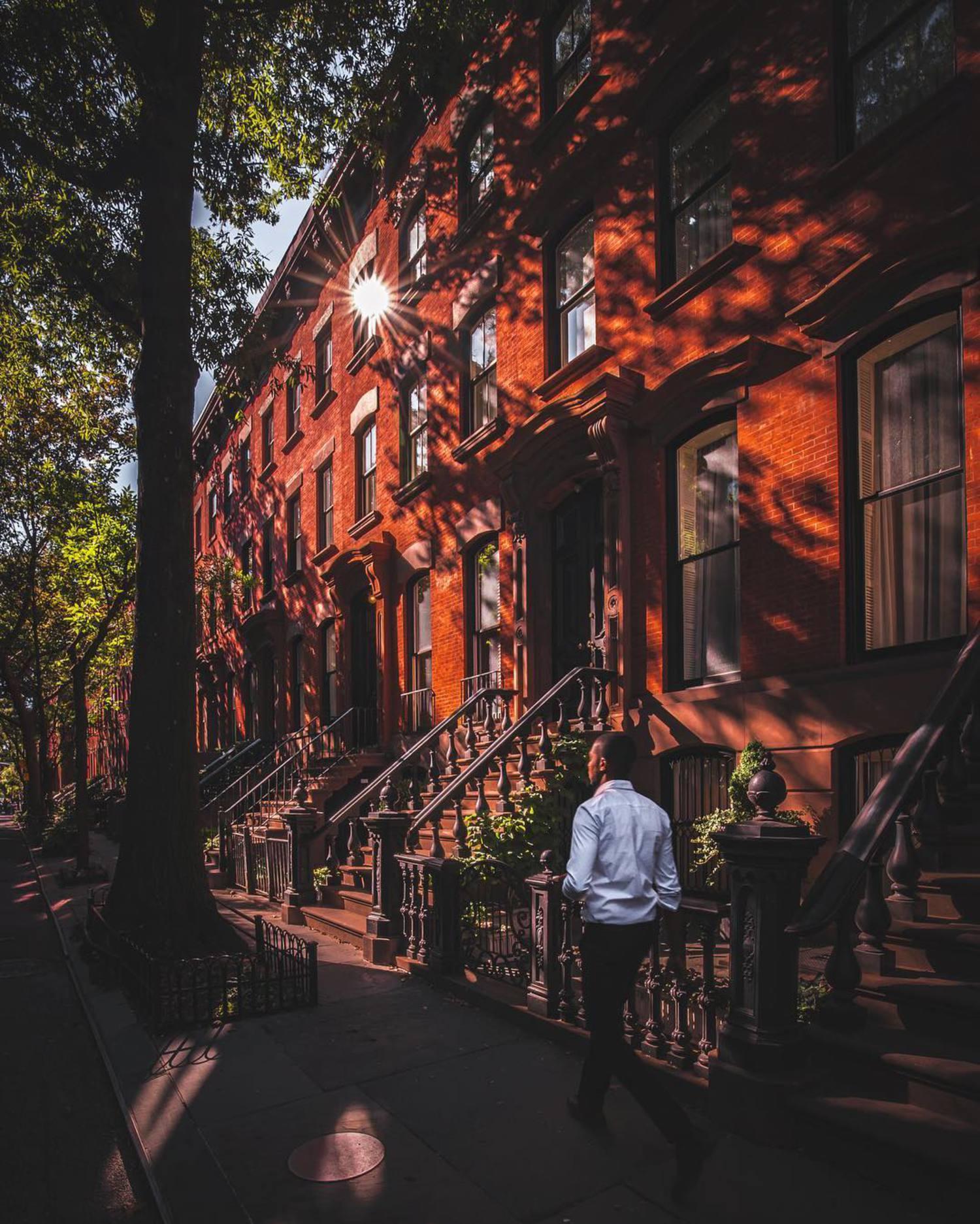 Guided by the light. . —•—•—•—•—•—•—•—•—•—•—•—•—•—•—•— . #NYC #newyorkcity #manhattan #ig_nycity #gf_nyc #cbviews #igersofnyc #nbc4ny #icapture_nyc #ig_worldclub #ig_mood #instagood #EmpireStateOfMind #exploringtheglobe #beautifuldestinations #thisisnewyorkcity #what_i_saw_in_nyc #topnewyorkphoto #canonbringit #nyc_community #seeyourcity #fox5ny #abc7ny #discovernewyork #loves_nyc #nypostny #whplocallegends . —•—•—•—•—•—•—•—•—•—•—•—•—•—•—•—