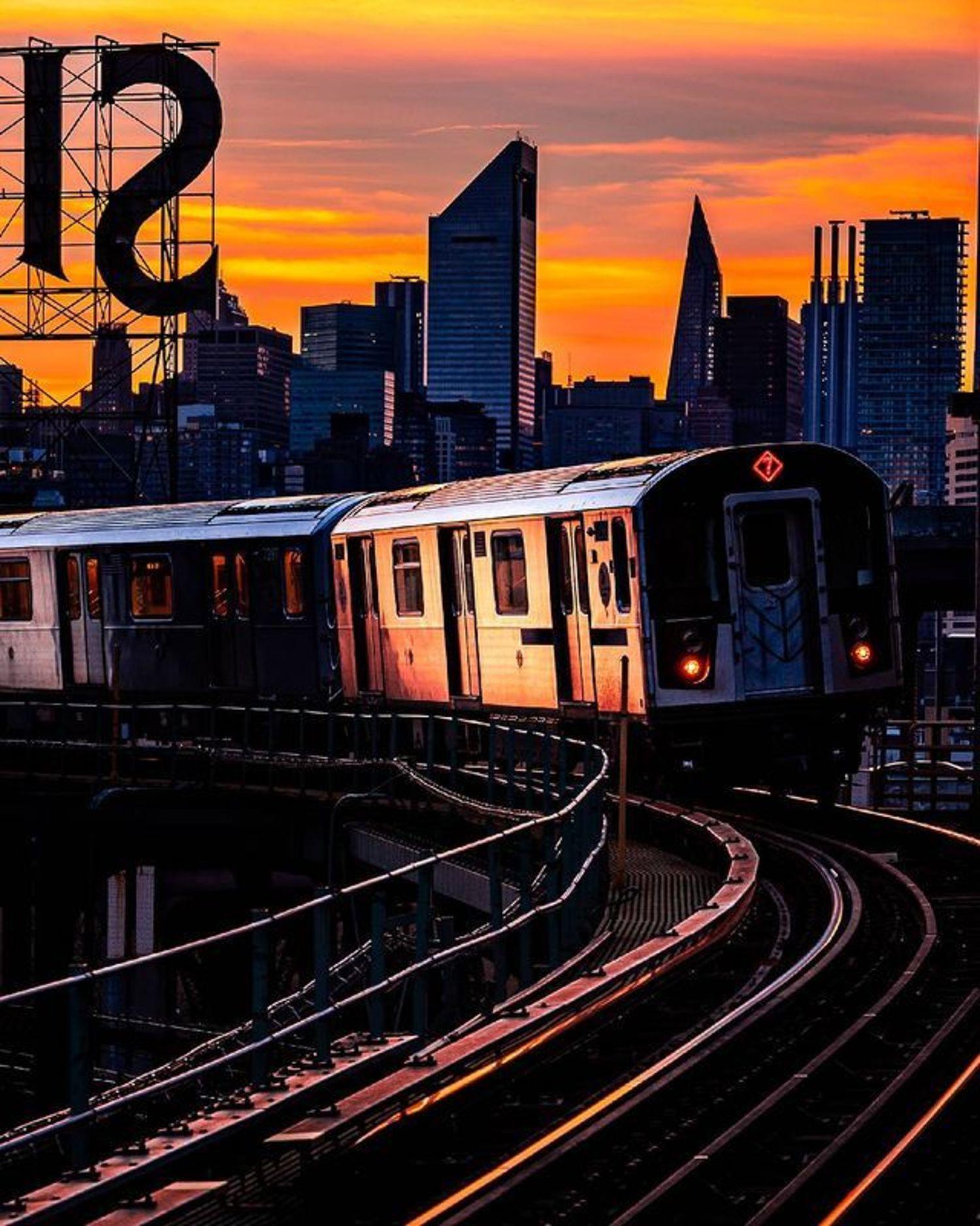 7 Train, Long Island City, Queens