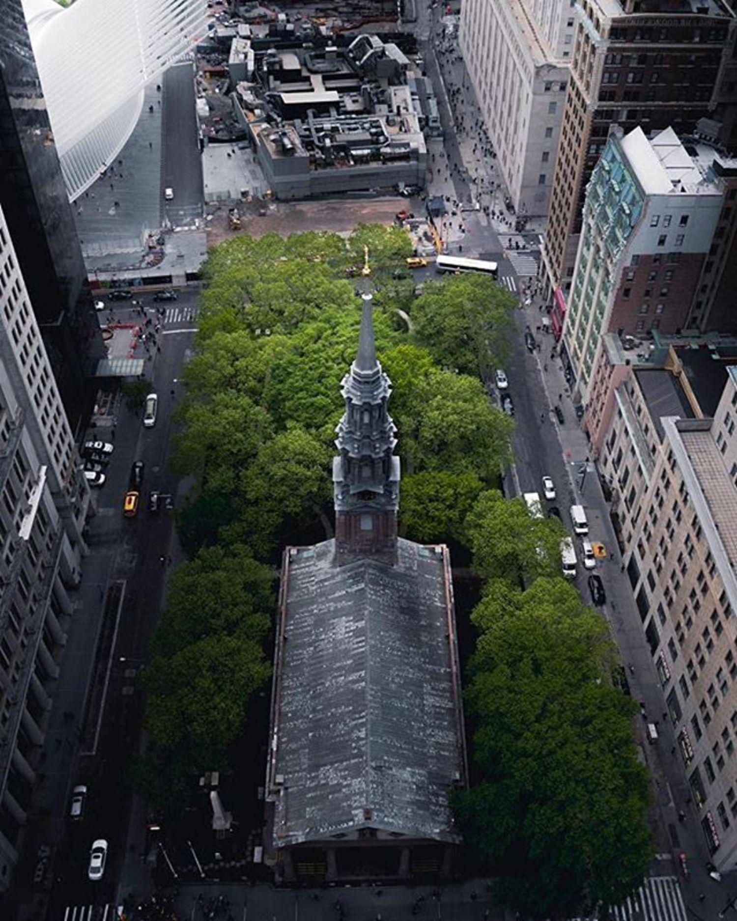 St. Paul's Chapel, New York, New York. Photo via @urbnxplrtn #viewingnyc #newyorkcity #newyork