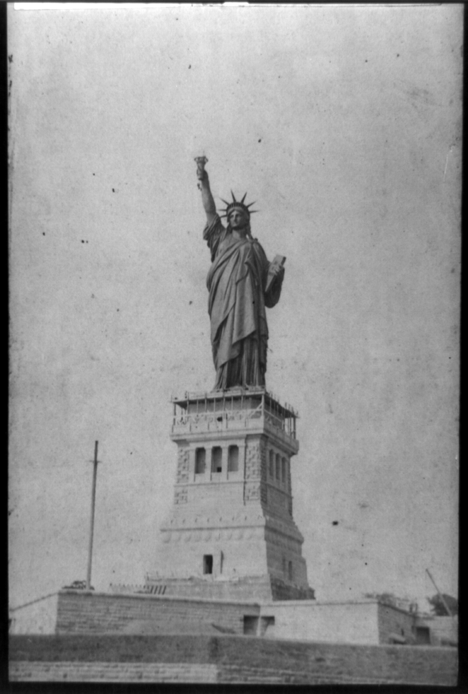 Completing the torch, Statue of Liberty, ca. 1886.