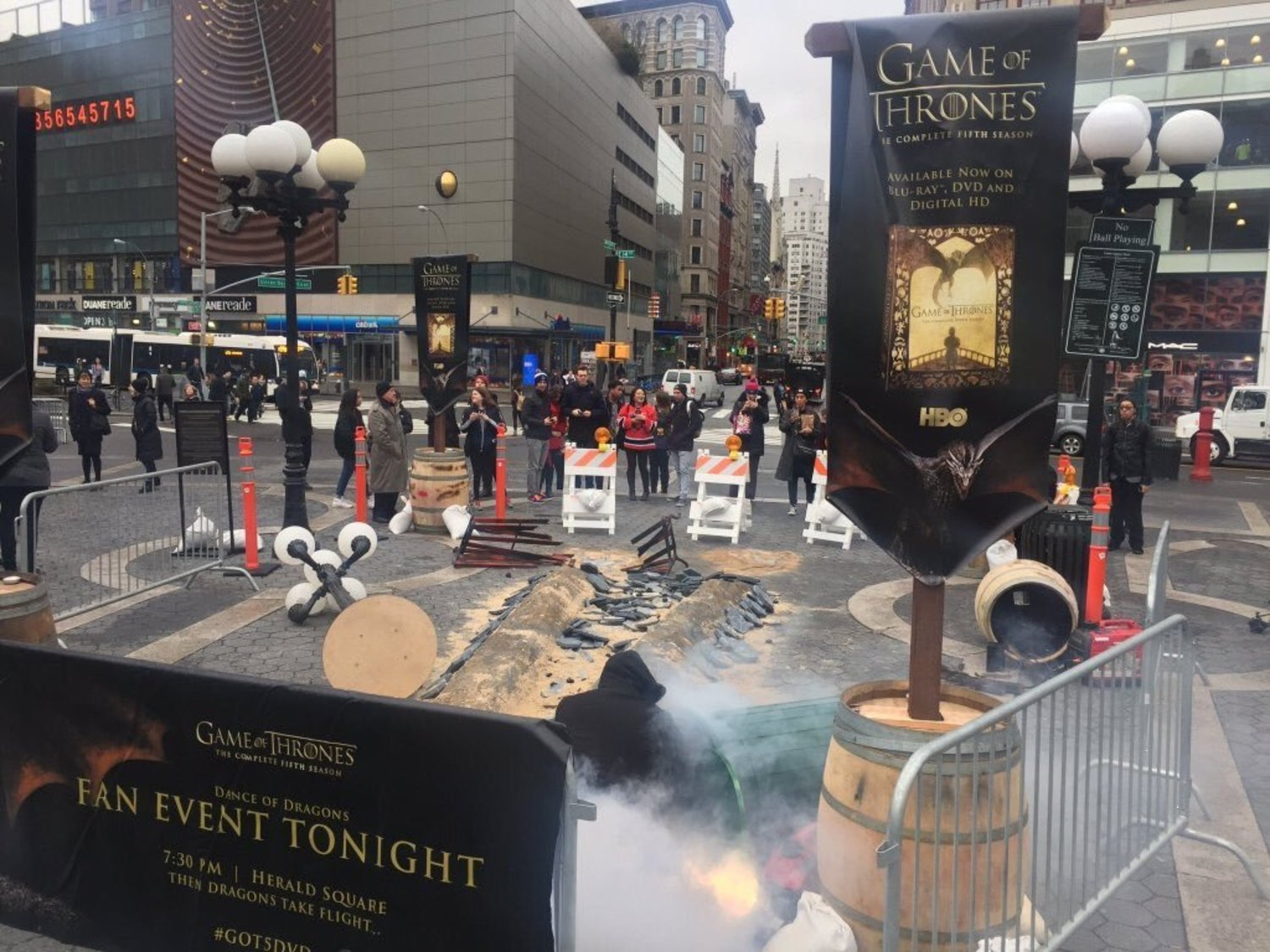 Rumors of Dragons being spotted in NYC today #GoT5DVD https://t.co/BoTe7aYnm7