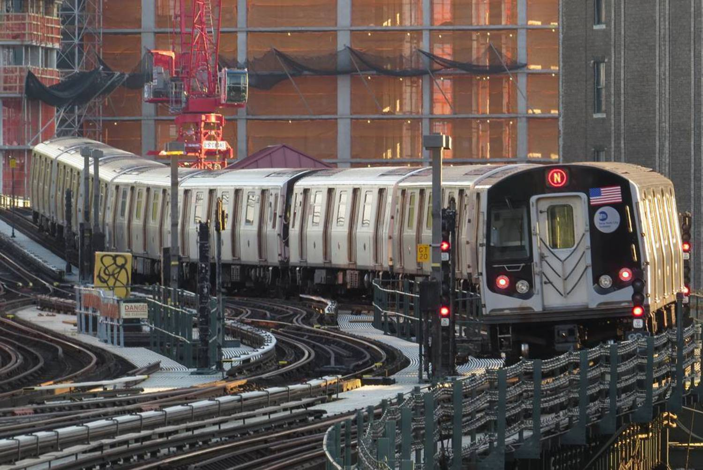 Curve  07/06/2016  #queens #astoria #mta #nycsubway #transit #nyctransit #subway #R160 #railfan #instagramnyc #nyc_explorers #what_i_saw_in_nyc #ig_nycity #nycprimeshot #newyork_ig #abc7ny #nbc4ny #usaprimeshot #nydngram #fox5ny #timeoutnewyork #seeyourcity #iloveny #nycdotgram #newyork_instagram #icapture_nyc #njshooterz #yourshot #yourtake