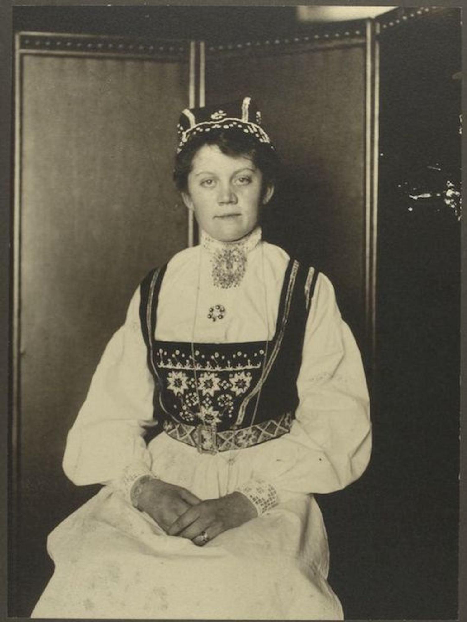 A Norwegian woman. Portraits for Ellis Island.