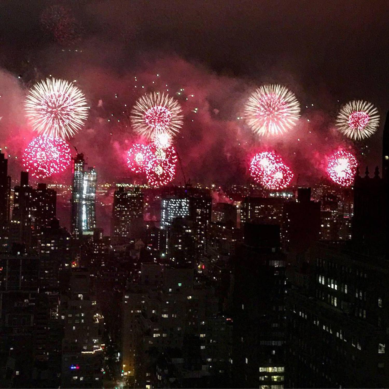 Best Fireworks Ever! #fireworks #Murcia #America #USA #godblessamerica #nyc #nycfireworks #macys #redwhiteandblue