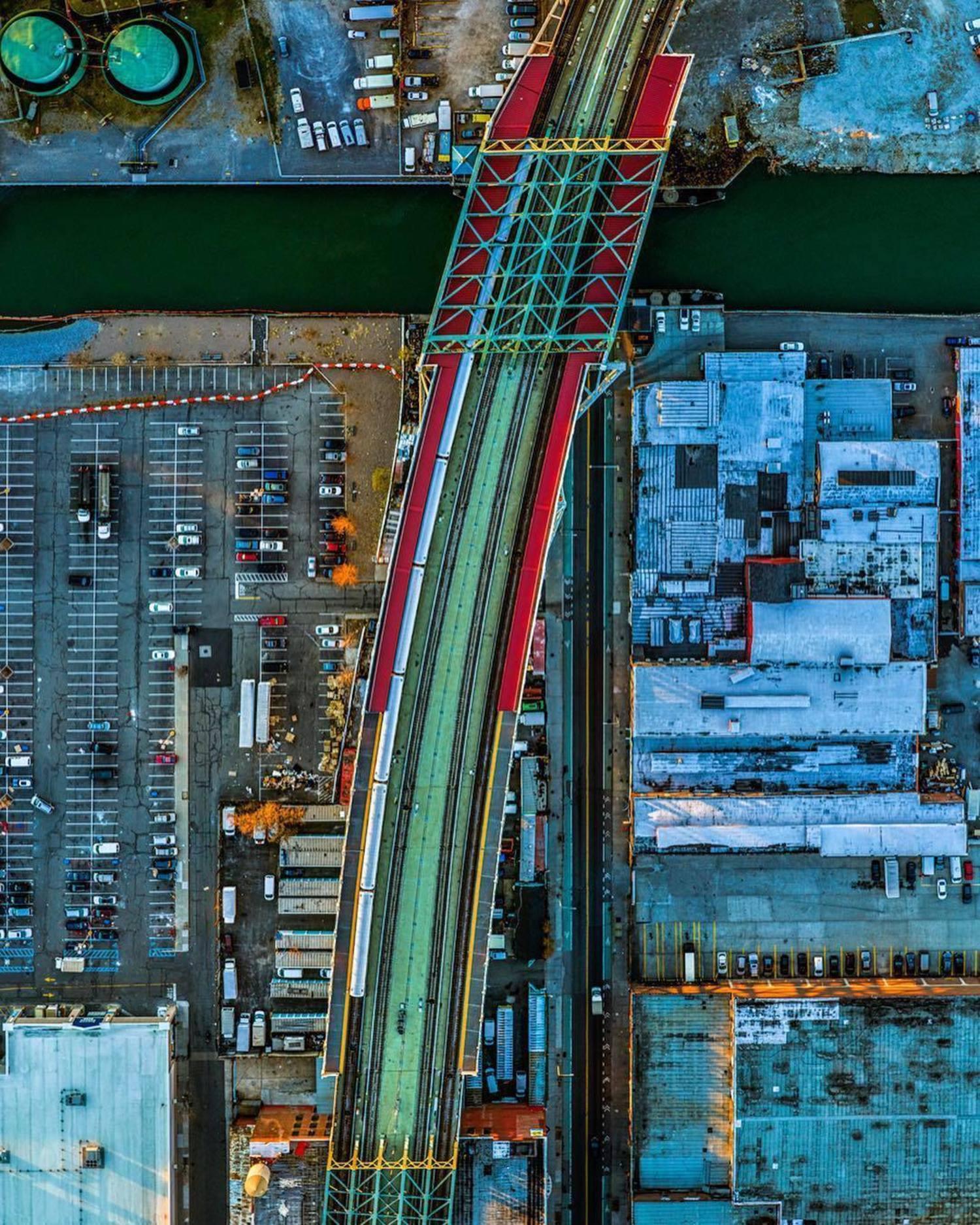 Gowanus Canal, Brooklyn. Photo via @jeffreymilstein #viewingnyc #nyc #newyork #newyorkcity #gowanus #gowanuscanal