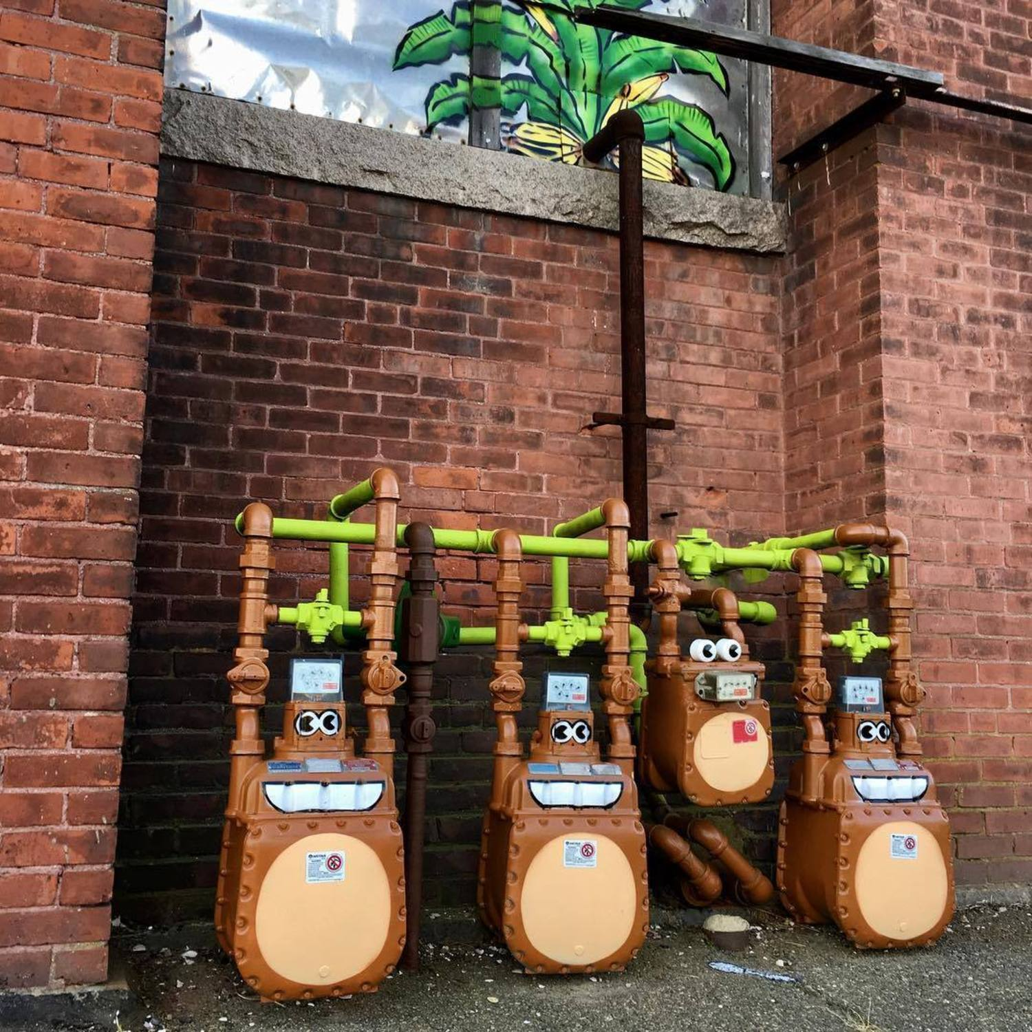 MONKEYS HANGING AROUND... #🐒🐒🐒🐒 in #newbedford #massachusetts #rodney #french #blvd #streetart #nbma #publicart #monkeys #🐒 #🍌 #tombobnyc #stencilart #🌴 #tombob #monkeybusiness #🐒🍌🌴#electrical #meters