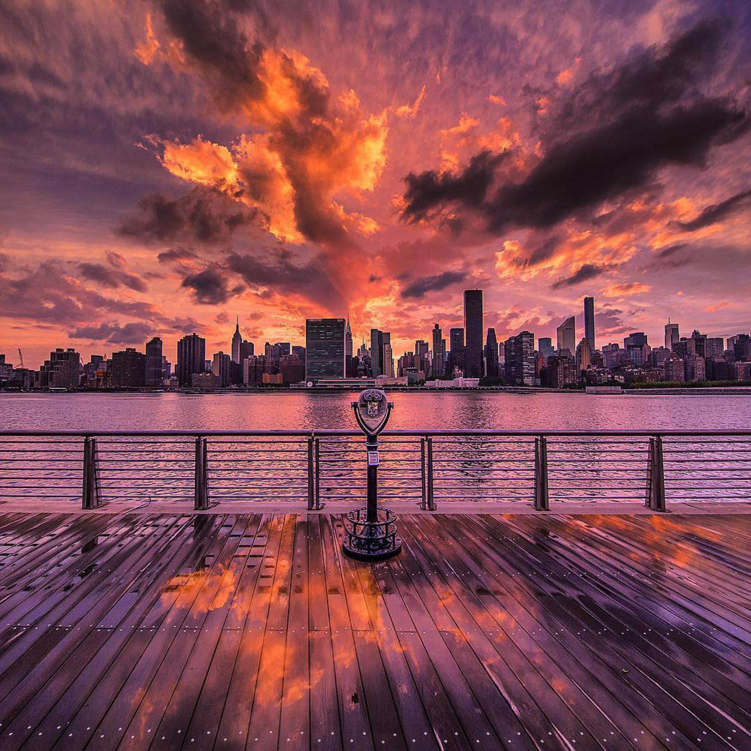 • Fire and Water •  Another from the crazy sunset I got to witness in NYC with @bbsinghphotos and @arin.nyc - not too many more to come but still finding gems to edit 😂👌🇺🇸