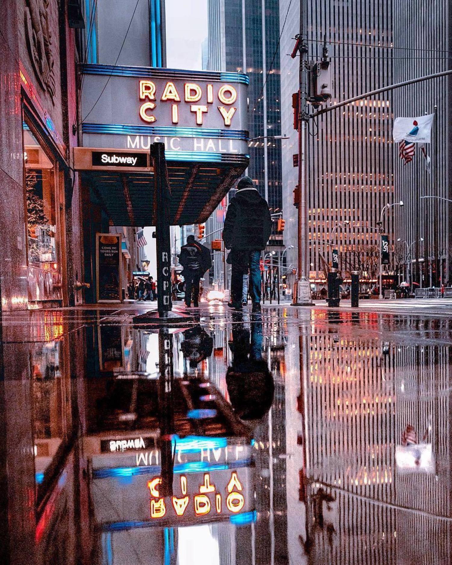 6th Avenue, New York, New York. Photo via @ph88rh #viewingnyc #nyc #newyork #newyorkcity #radiocitymusichall
