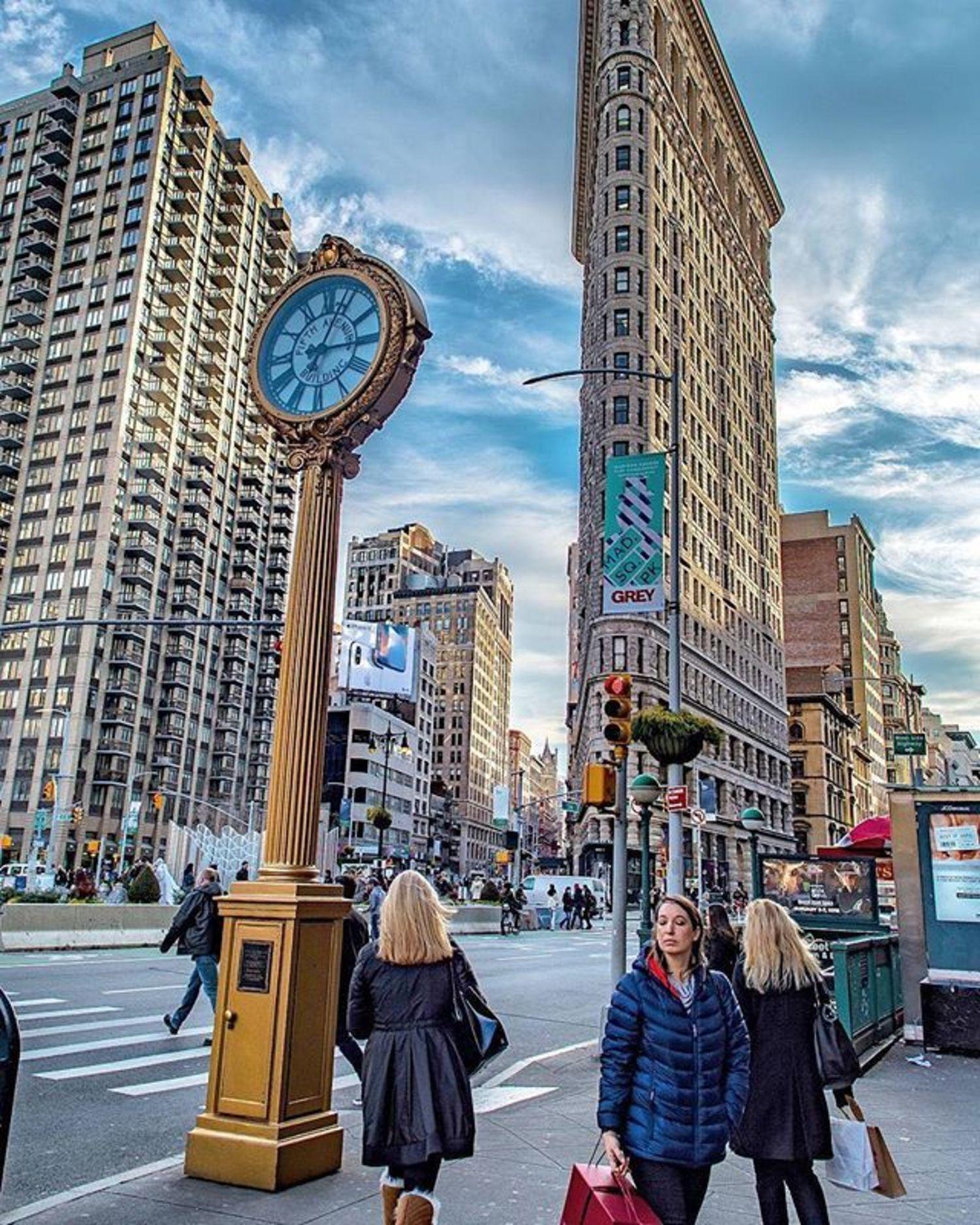 Flatiron Plaza, New York, New York. Photo via @ericknyc_ #newyork #newyorkcity #nyc #flatiron