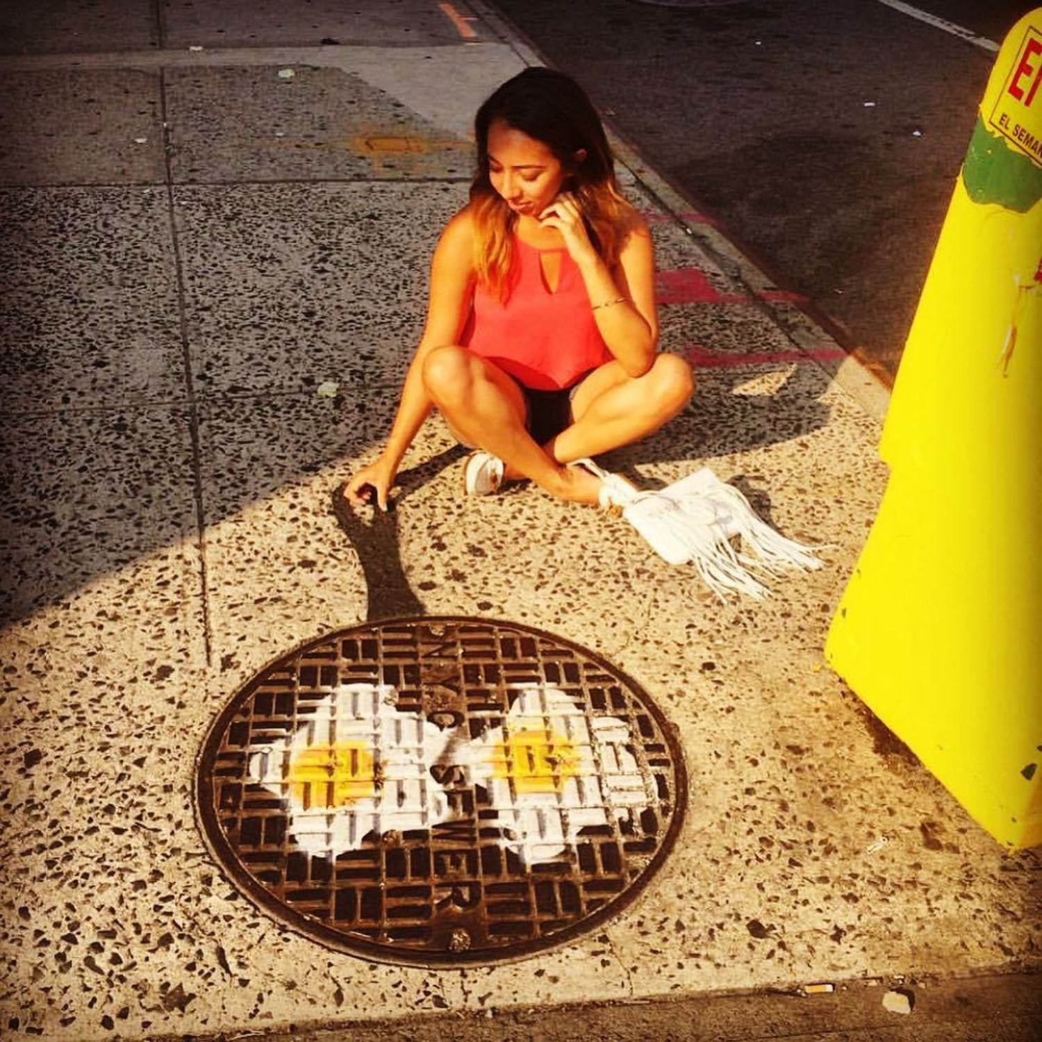 @lynaoh stopping over at #avenuec & #east2ndstreet #loisaida #newyorkcity last  #august for some #eggs #🍳 #eastvillage #nyc #fryeggs #streetart #manhole #stencil #tombobnyc #manholecover #stencilart #tombob #manholecoverart 🍳