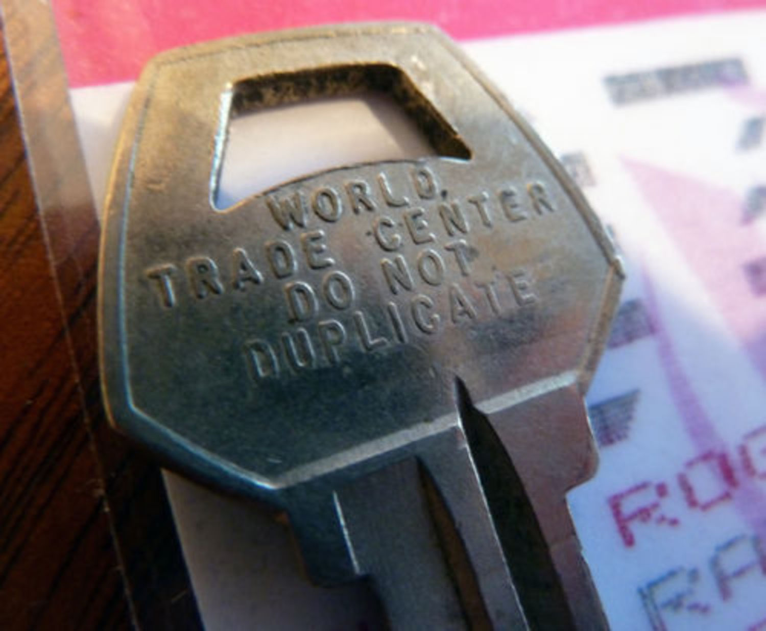 RARE, World Trade Center KEY w/ Visitor Pass Twin Towers WTC 911 New York, USA
