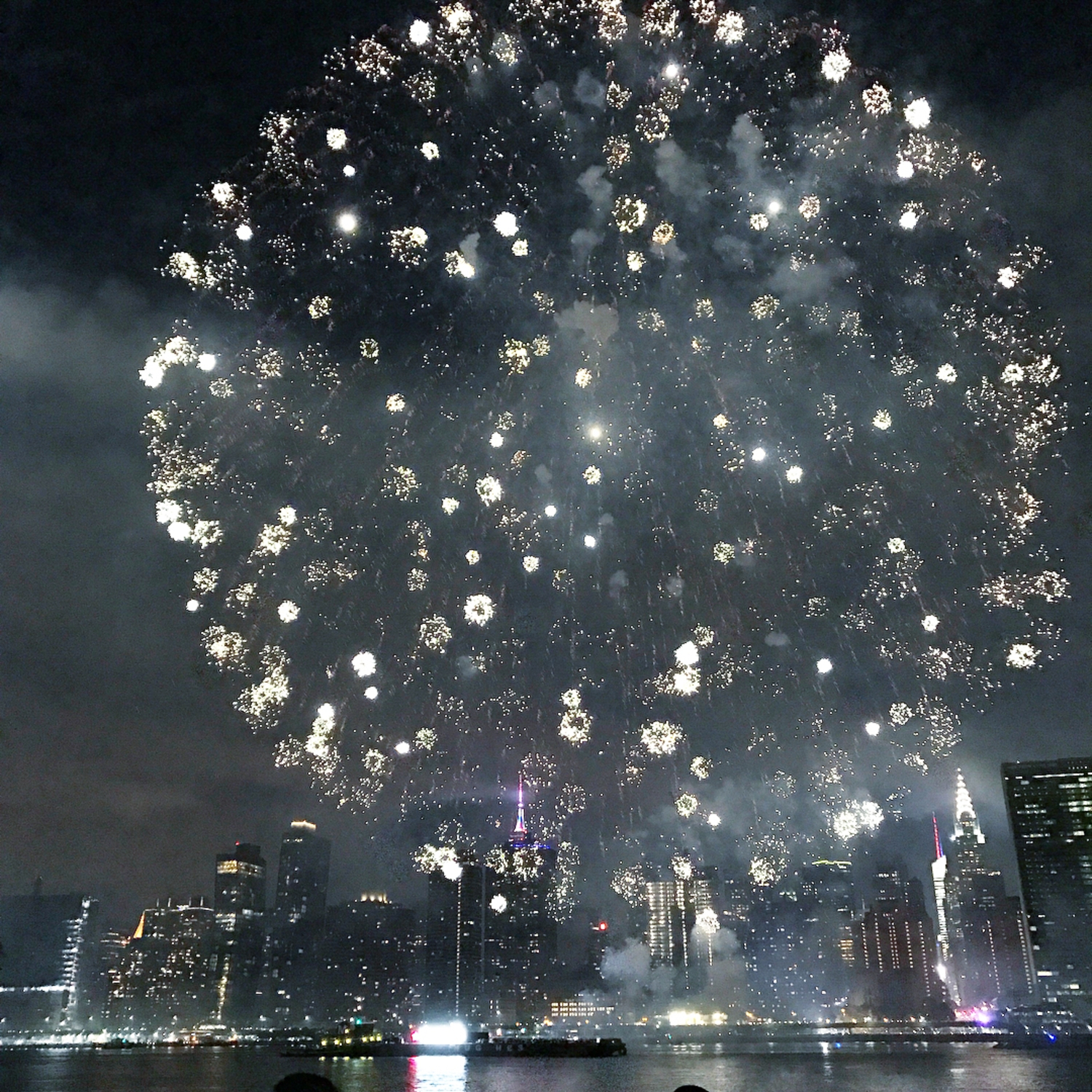 I did it 🎉✅ spent the 4th of July in New York with the best view and a super crazy fireworks!!!