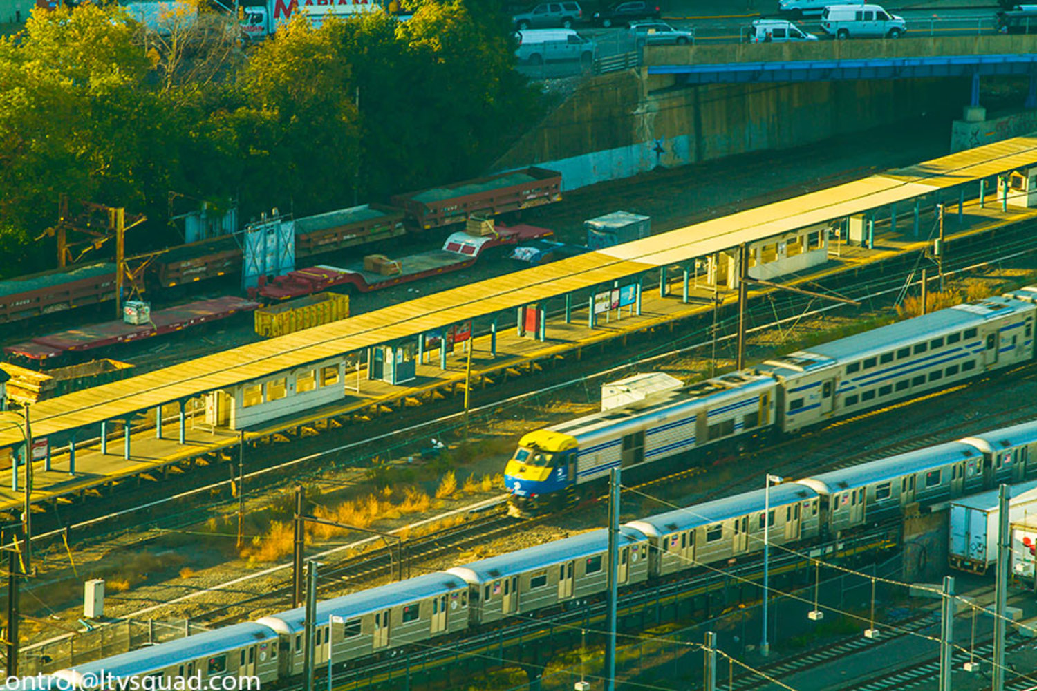 LIRR & The 7 Train passing Hunterspoint Avenue LIRR stop. Also them stored M3 cars at Arch street