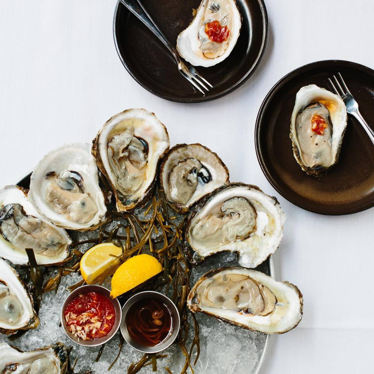 Come in for HH $1 oysters! It's 4pm-10:30pm daily in the bar area. #flatiron #nyc #barnjoo #happyhour #dollaroysters #oysters