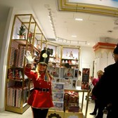 ⁴ᴷ⁶⁰ Walking Tour of the FAO Schwarz Rockefeller Center Toy Store, NYC during the Holidays 2018