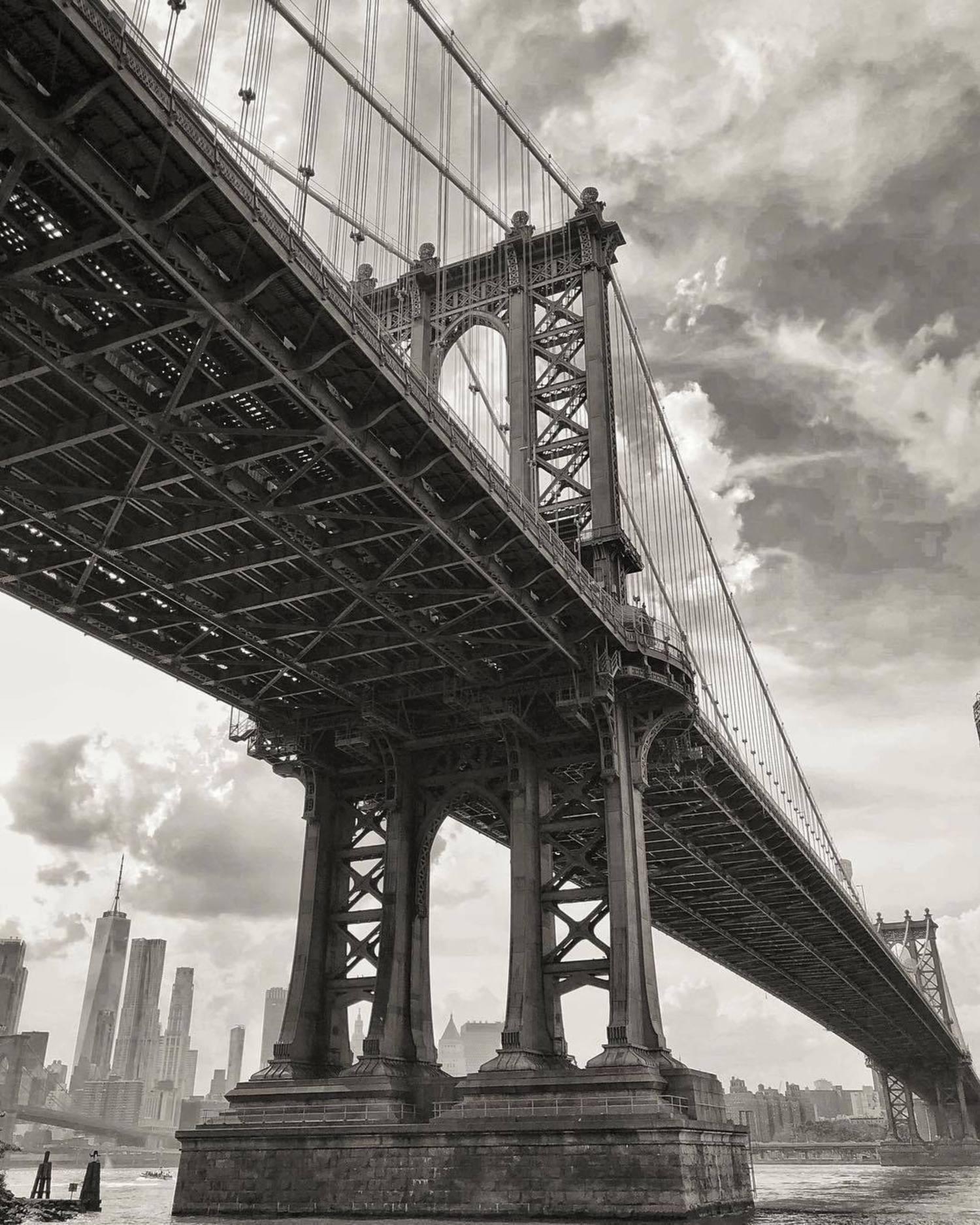 Manhattan Bridge, Brooklyn. Photo via @sue.aroundnyc #viewingnyc #newyork #newyorkcity #nyc #manhattanbridge