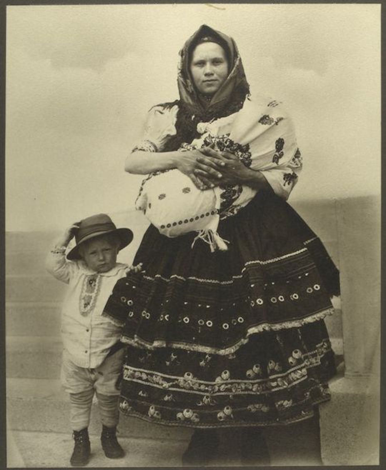 A Slovak woman and child. Portraits for Ellis Island.