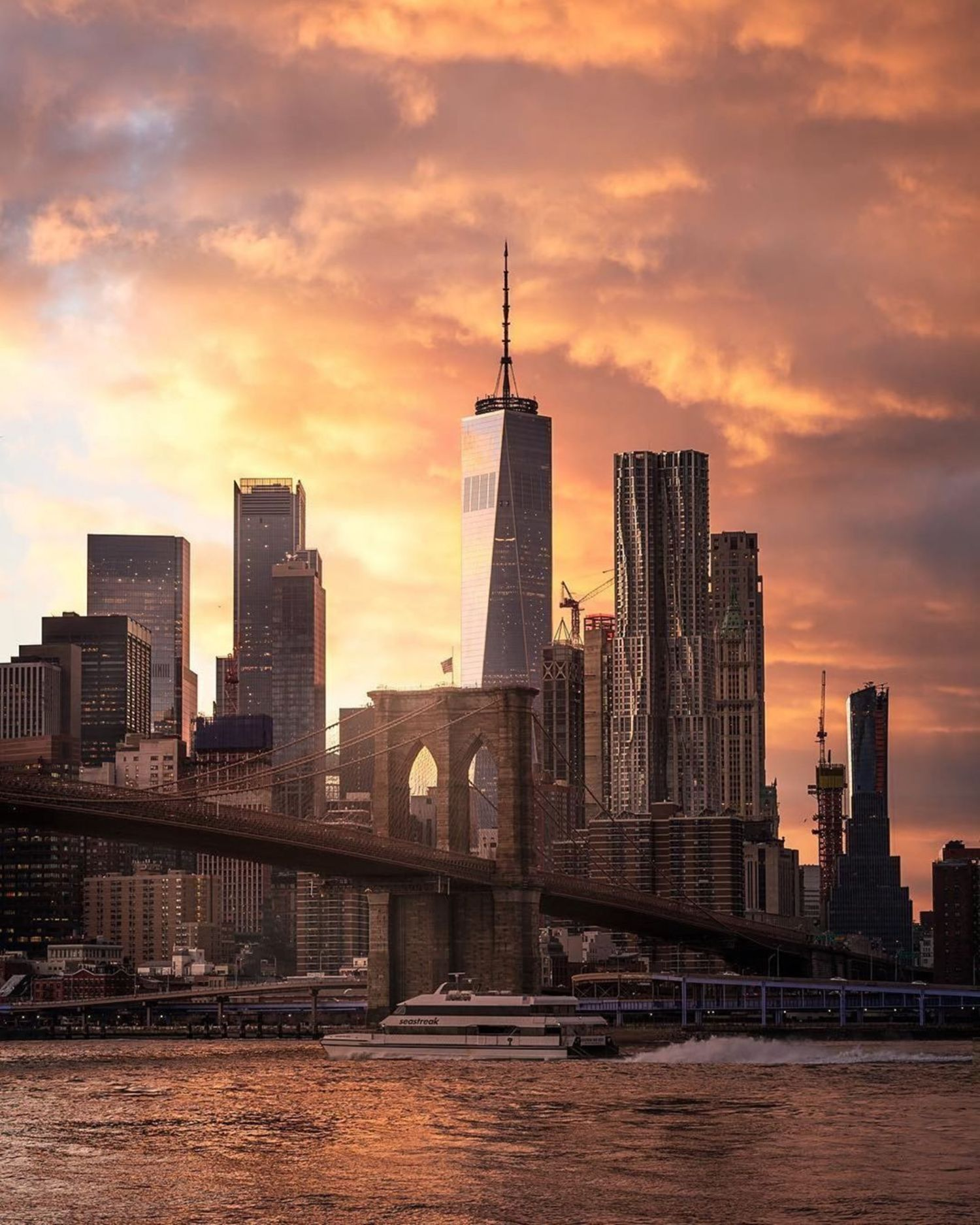 New York, New York. Photo via @zura.nyc #viewingnyc #nyc #newyork #newyorkcity #sunset #brooklynbridge #brooklynbridgepark