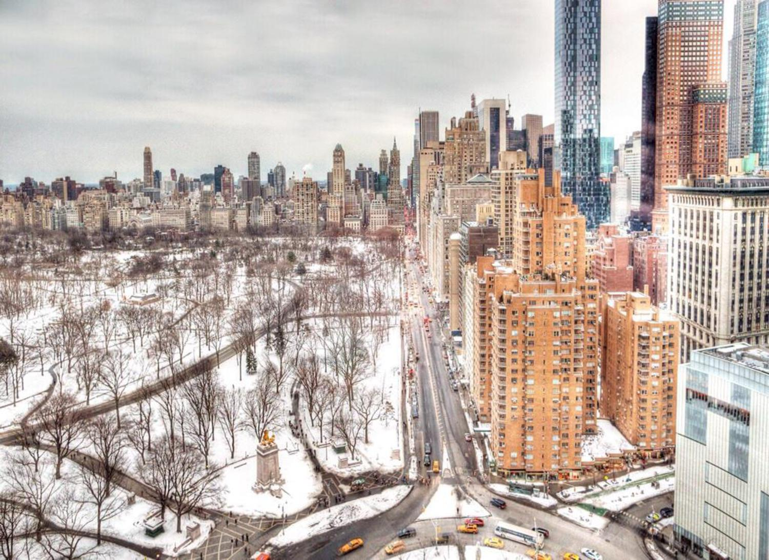 Looking out over a snowy Central Park South #NYC (@tofurious) http://t.co/2YdASS6SA1