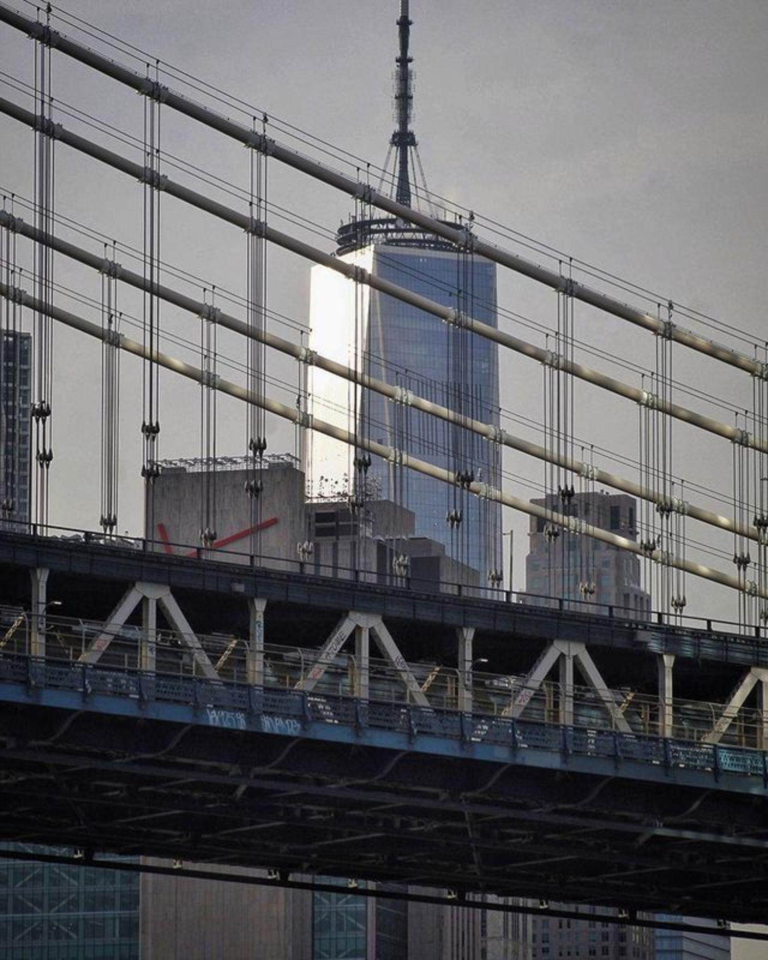 One World Trade Center through the cables of the Manhattan Bridge