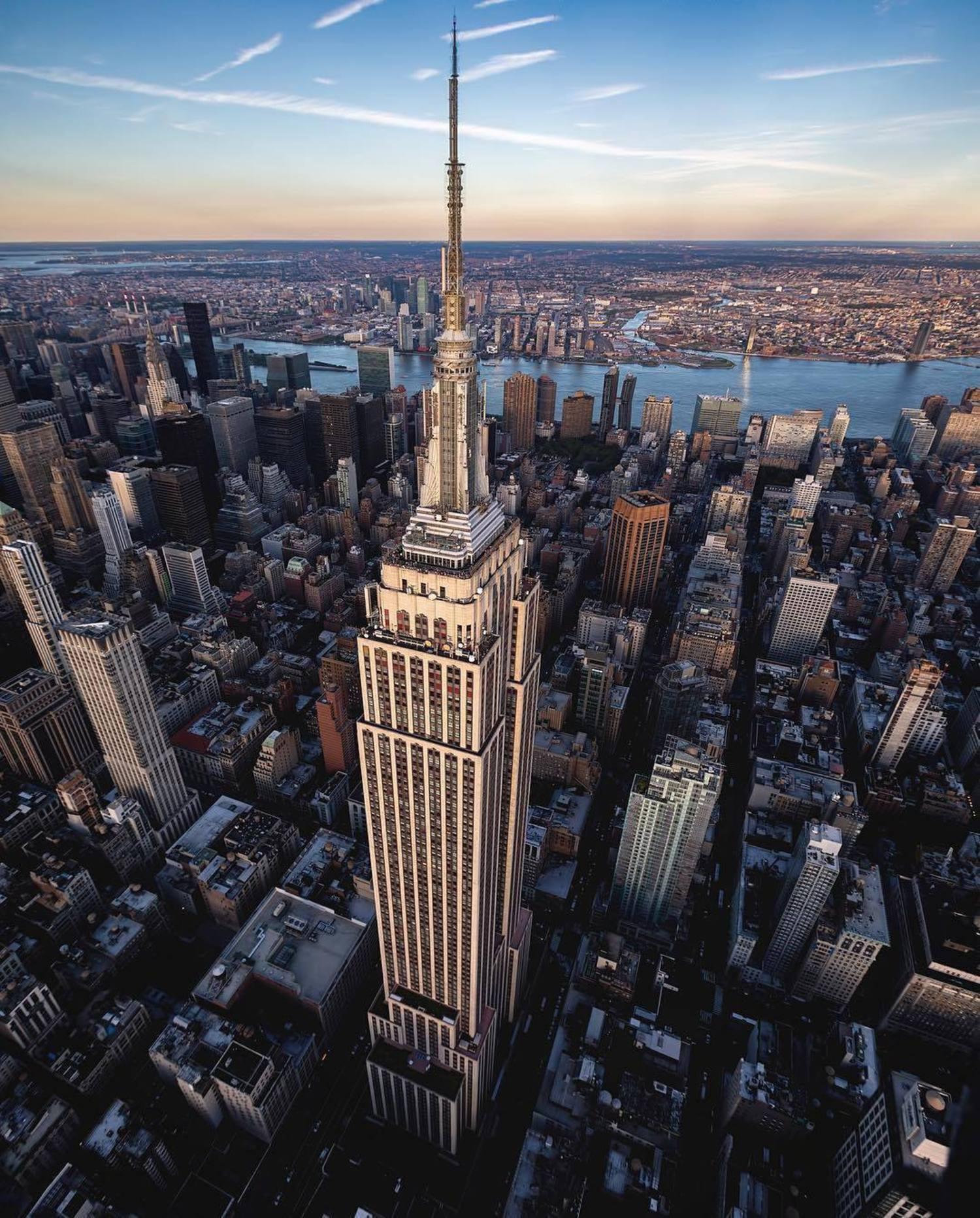 Empire State Building, New York, New York. Photo via @beholdingeye #viewingnyc #nyc #newyorkcity #newyork #empirestatebuilding