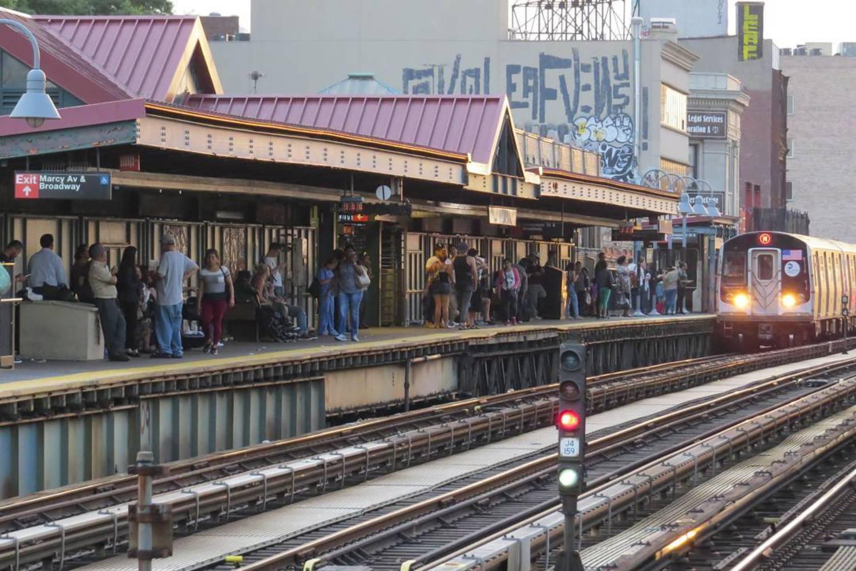 Going Home  06/15/2016  #sunset #brooklyn #nycsubway #nassau #jamaica #transit #r160 #nyctransit #train #subway #instagramnyc #nyc_explorers #what_i_saw_in_nyc #ig_nycity #nycprimeshot #newyork_ig #abc7ny #nbc4ny #cityscape #pix11news #nydngram #fox5ny #timeoutnewyork #seeyourcity #iloveny #nycdotgram #newyork_instagram #icapture_nyc