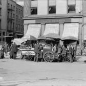 Broad St. lunch carts, New York, N.Y. ca. 1906