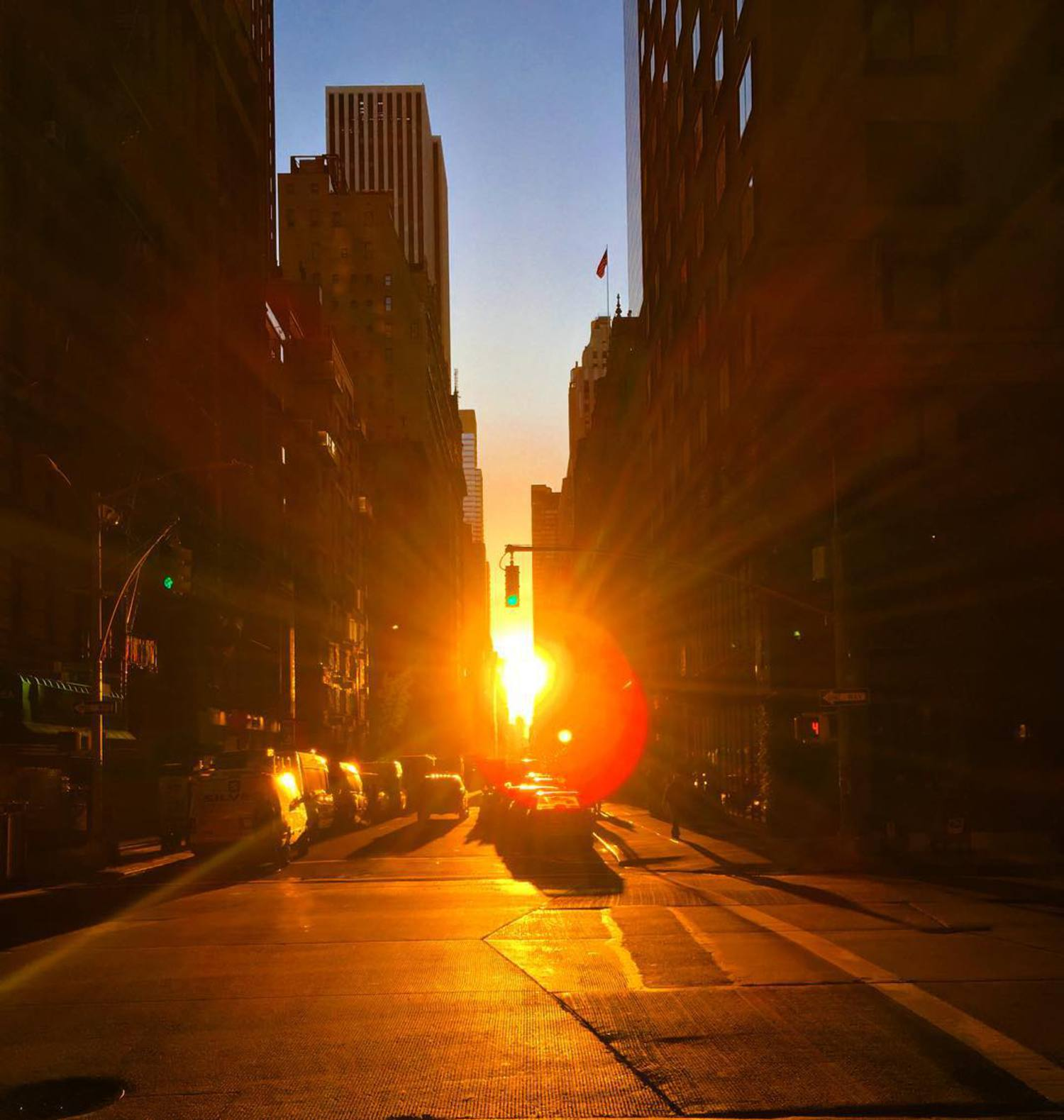 Sunburst in Manhattan. #GoodMorning 🌇