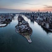 Roosevelt Island, New York. Photo via @brandontaoka #viewingnyc #newyorkcity #newyork