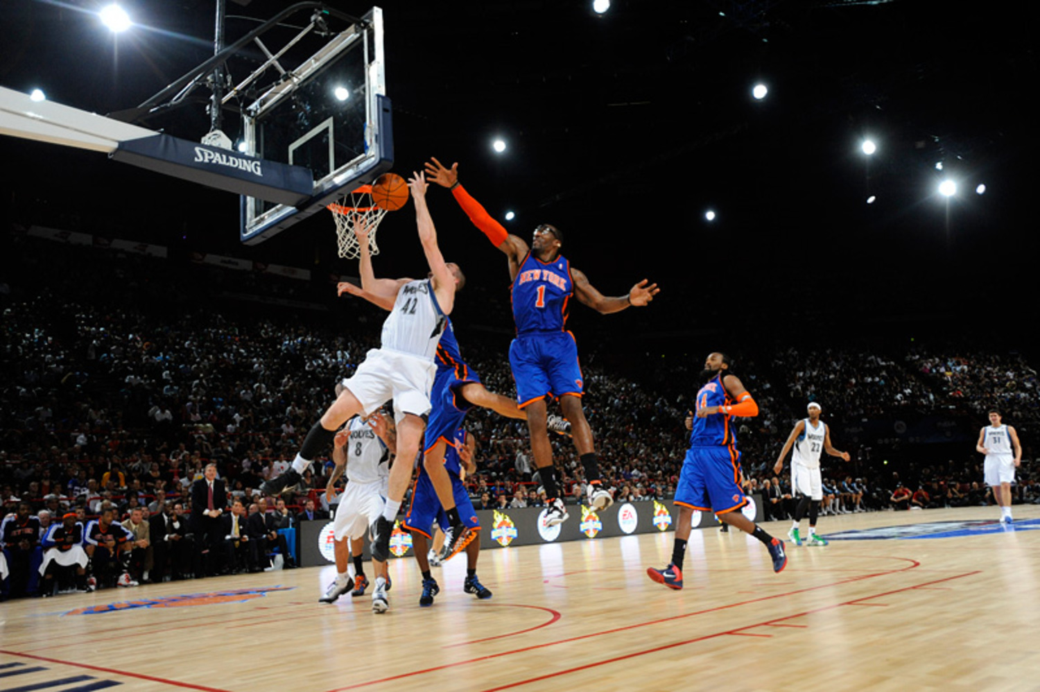 "New York Knicks v Minnesota Timberwolves | New York Knicks v Minnesota Timberwolves Amar'e Stoudemire and Kevin Love  Follow me at: <a href=""http://twitter.com/toksuede"" rel=""nofollow"">twitter.com/toksuede</a> Please check out my site: <a href=""http://www.ryusha.com"" rel=""nofollow"">Ryu Sha</a> If you want to learn more about how to shoot sports photography, please visit <a href=""http://www.biglensfastshutter.com"" rel=""nofollow"">Big Lens Fast Shutter</a>"