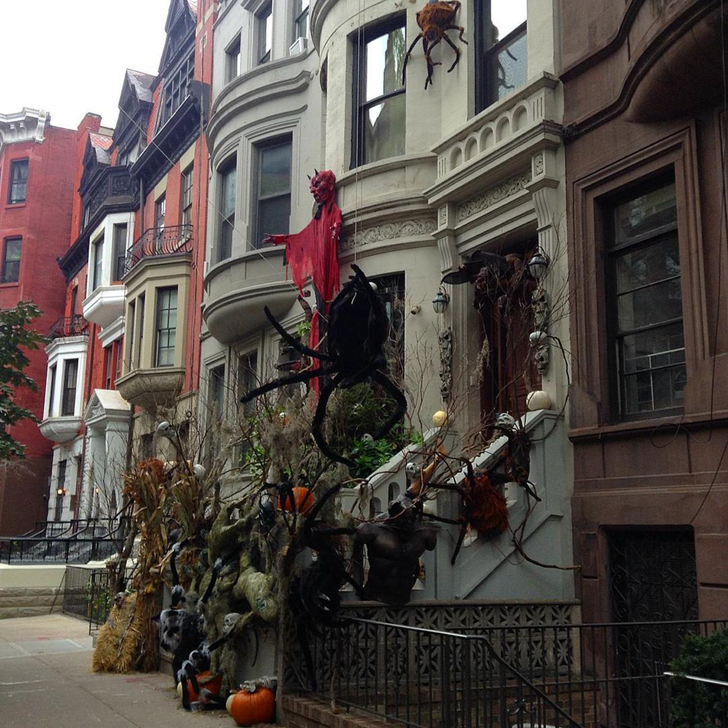 #Halloween on W. 69th street. Some of the other neighbors on the block are getting into the spirit, but they still can't compete with this place. #MidtownCommute #runNYC #humpday