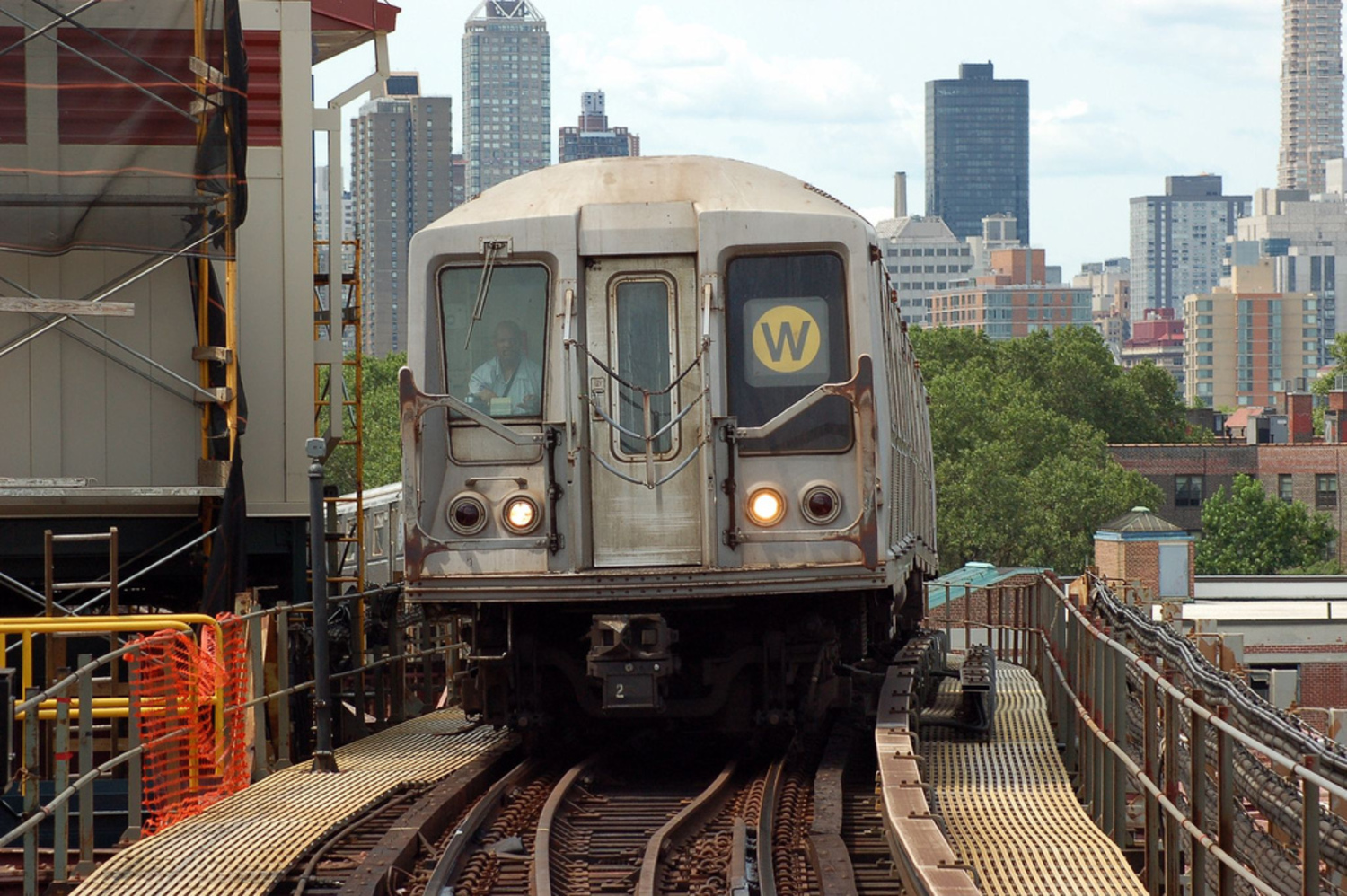 Long Island City, NY - 7/7/06 | R40 W Train at Queensboro Plaza