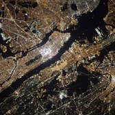 My cosmonaut colleague Oleg Kononenko took this incredible picture of #NYC last night. Enjoy. #YearInSpace http://t.co/GWSSTcuiD9