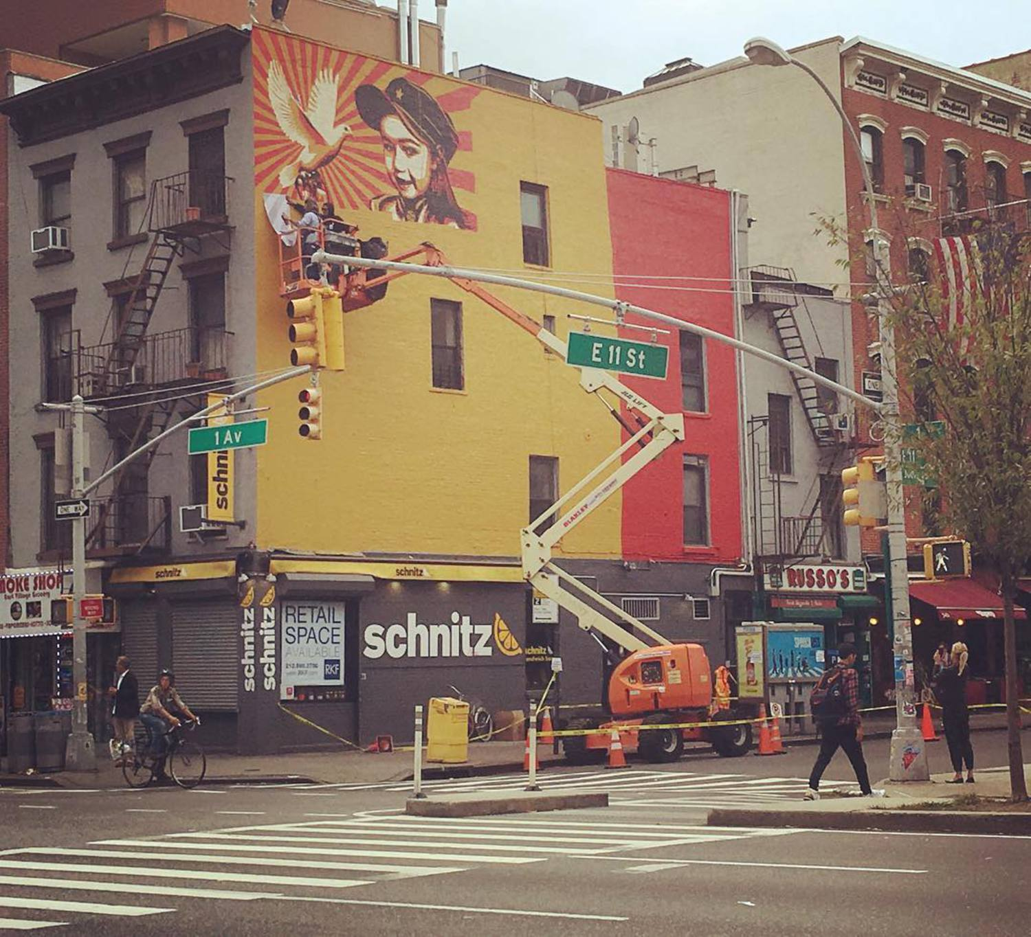 @obeygiant on E11th and 1st. #thelisaproject #obeygiant #shepardfairey #streetart #mural #nycstreetart #eastvillage #publicart @thelisaprojectnyc