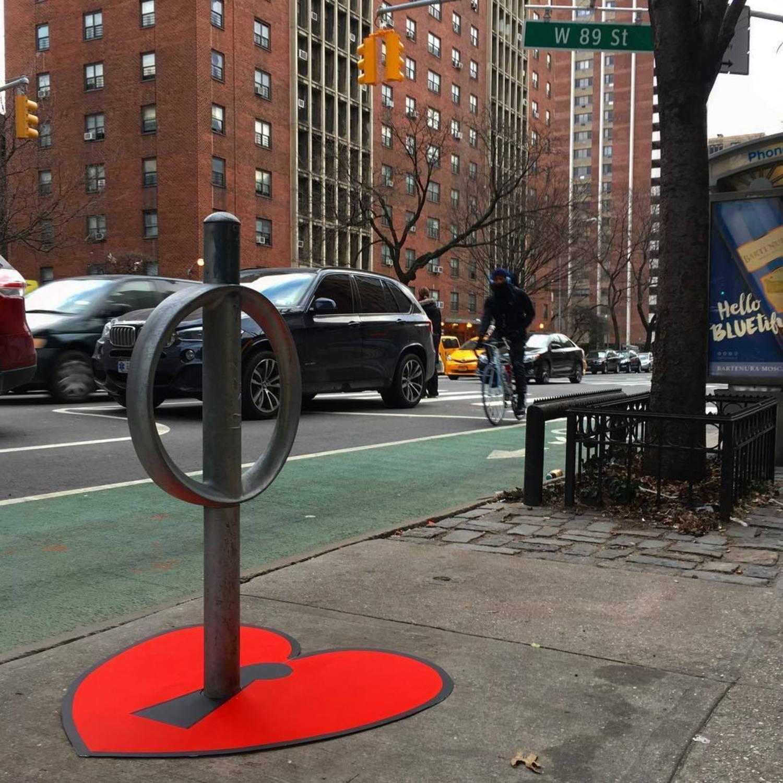 KEY TO YOUR HEART 🗝❤️ #bikerack #amsterdam #avenue #west89thstreet #uws #newyorkcity #streetartnyc #keytoyourheart #🗝#❤️ #valentines #openyourheart #nyc #streetart #tombobnyc #bikenyc #tombob #loveoneanother