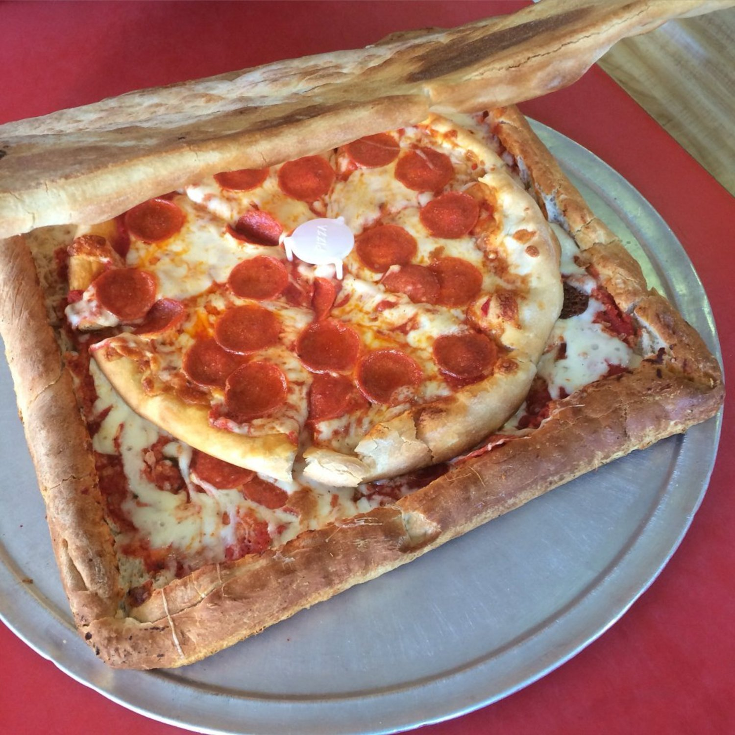 Introducing The PIZZA BOX PIZZA! A pizza box made entirely out of pizza! No waste, 100% pizza and 100% delicious. https://t.co/2KxxndlK4Z
