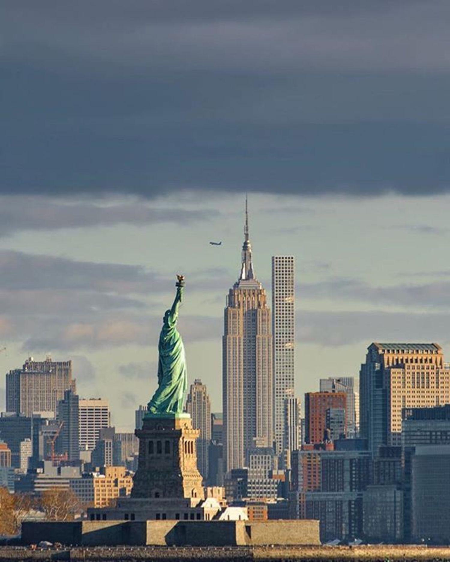 Statue of Liberty, New York, New York. Photo via @eyecatchingphoto #viewingnyc #newyorkcity #newyork #nyc