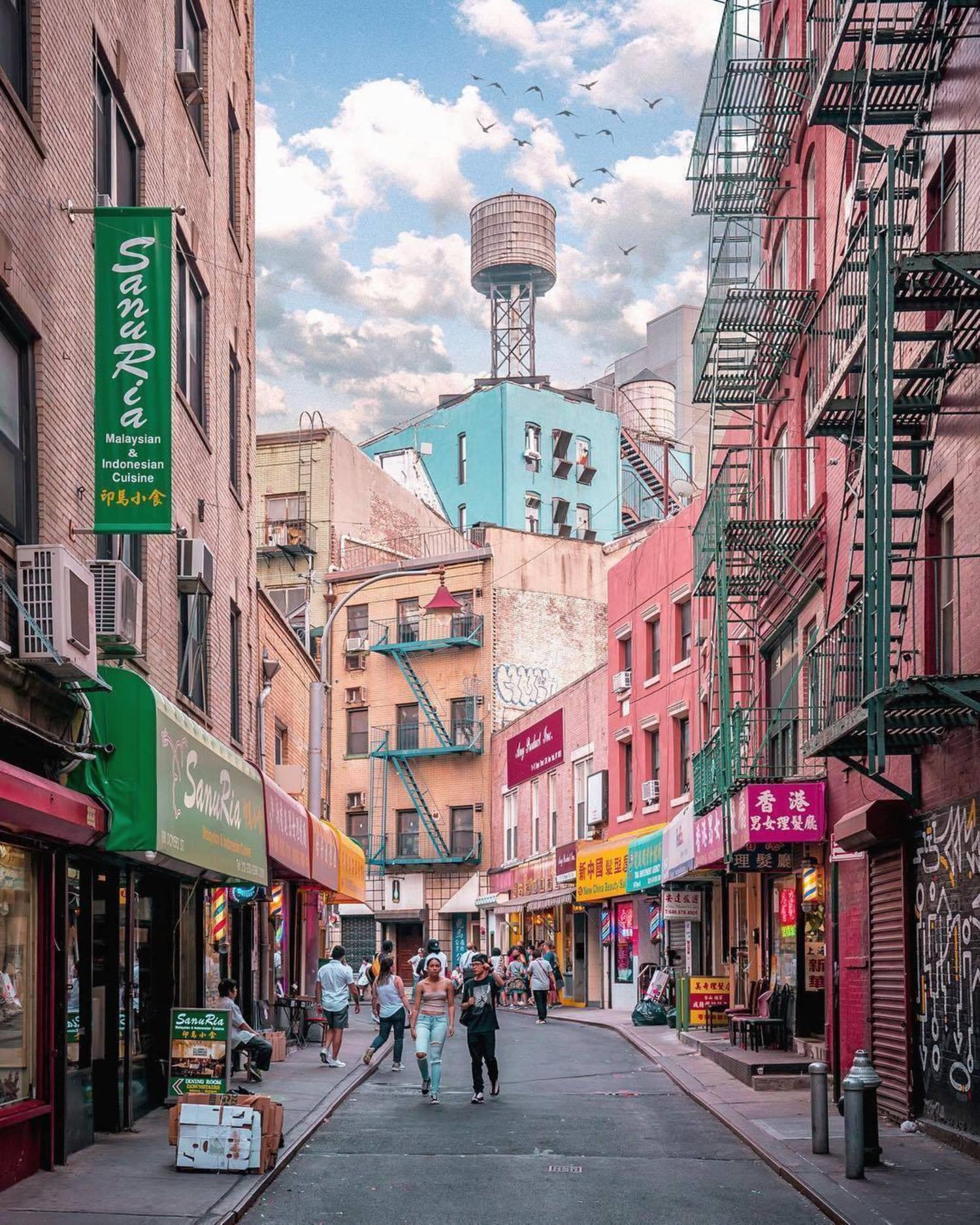 Doyers Street, Chinatown, NYC. Photo via @212sid #viewingnyc #newyork #newyorkcity #nyc