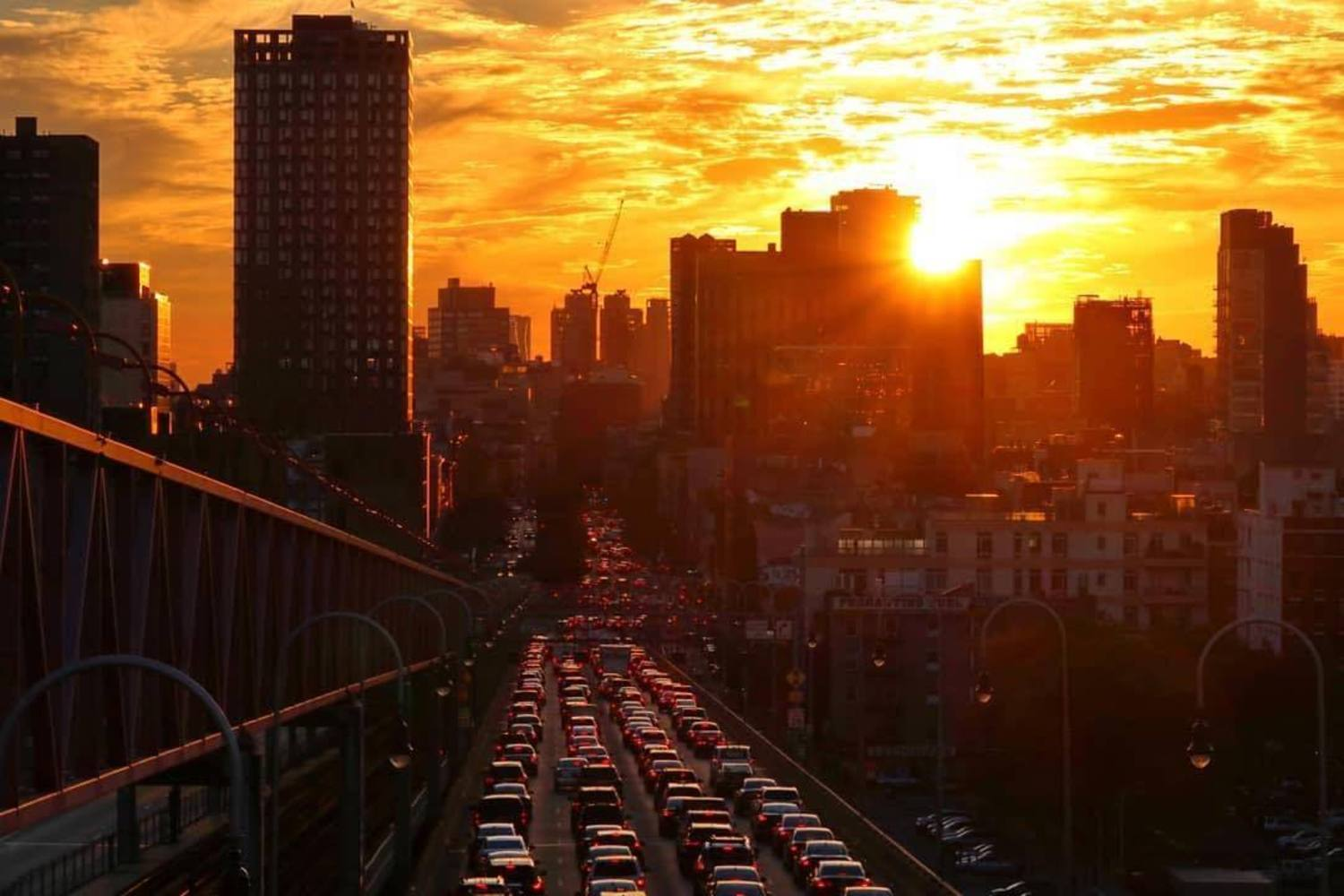 Williamsburg Bridge, New York, New York. Photo via @chihoboken #viewingnyc #newyork #newyorkcity #nyc #sunsets