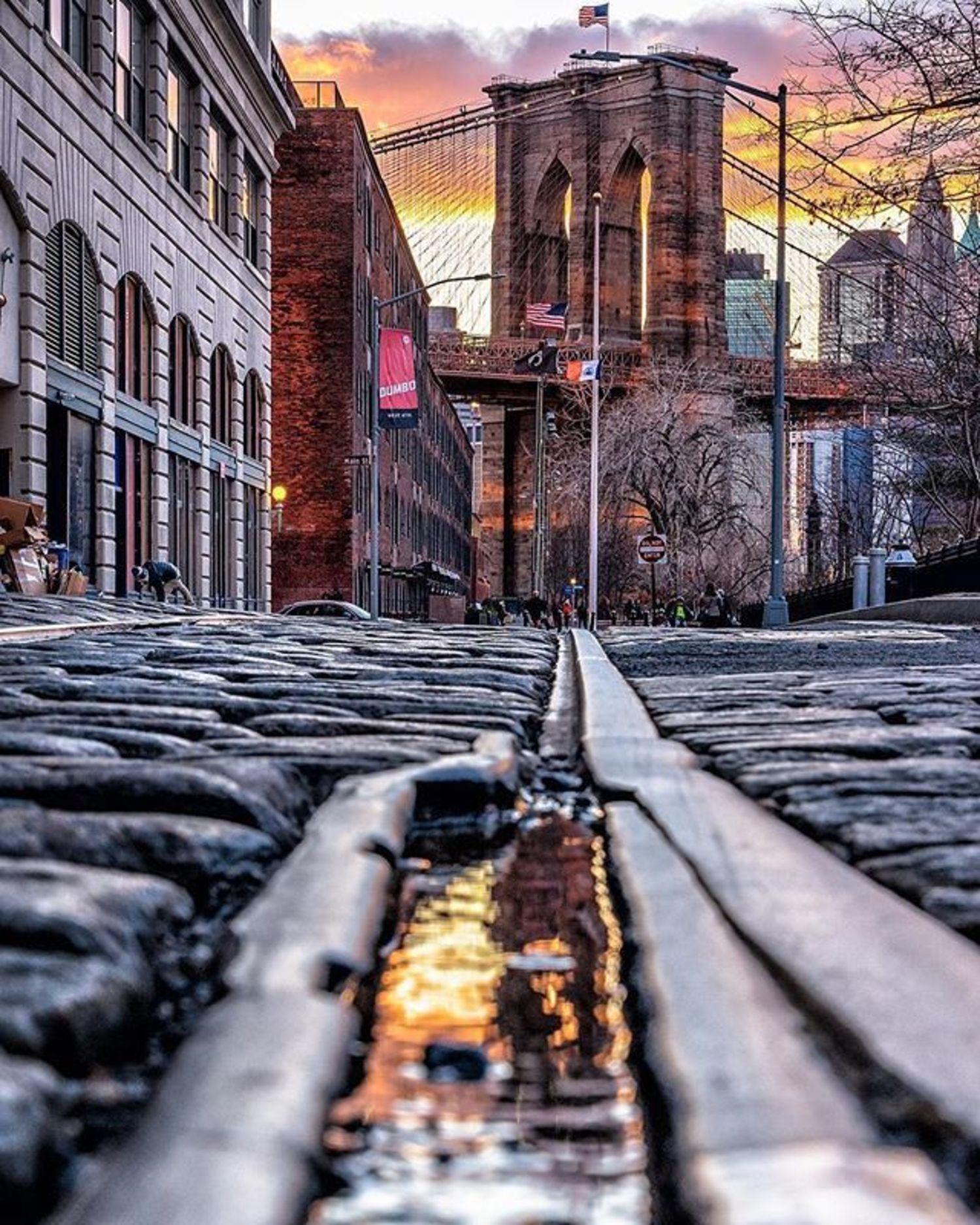 Dumbo, Brooklyn. Photo via @papakila #viewingnyc #newyork #newyorkcity #nyc #brooklynbridge #dumbo