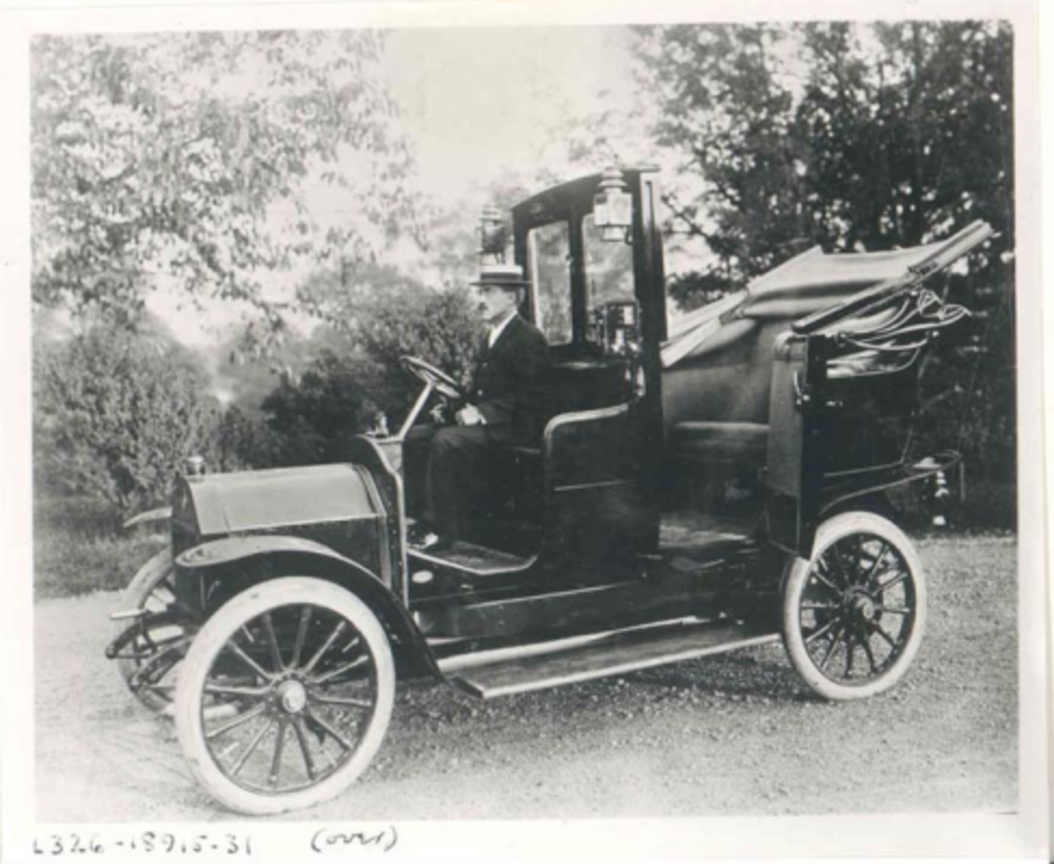 Harry Allen and French Darracq cabs, 1907: 'Taxicab' is coined