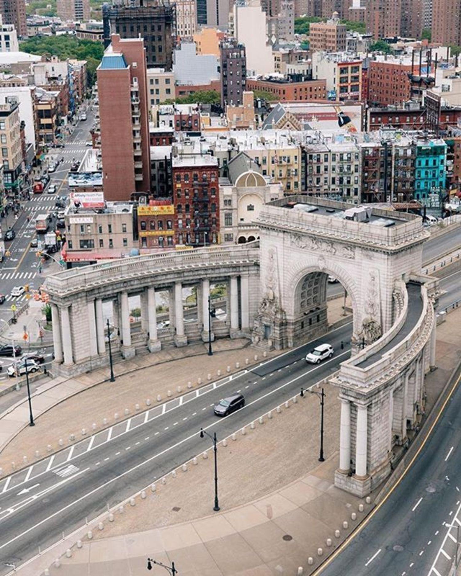 Manhattan Bridge, New York, New York. Photo via @denn_ice #viewingnyc #newyorkcity #newyork