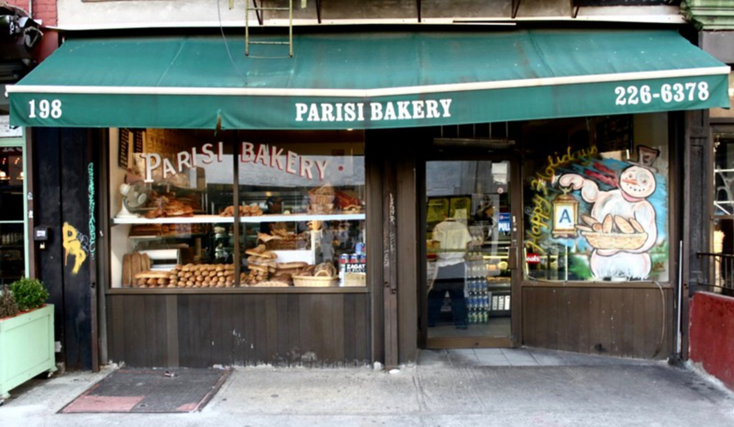 Parisi Bakery in Little Italy